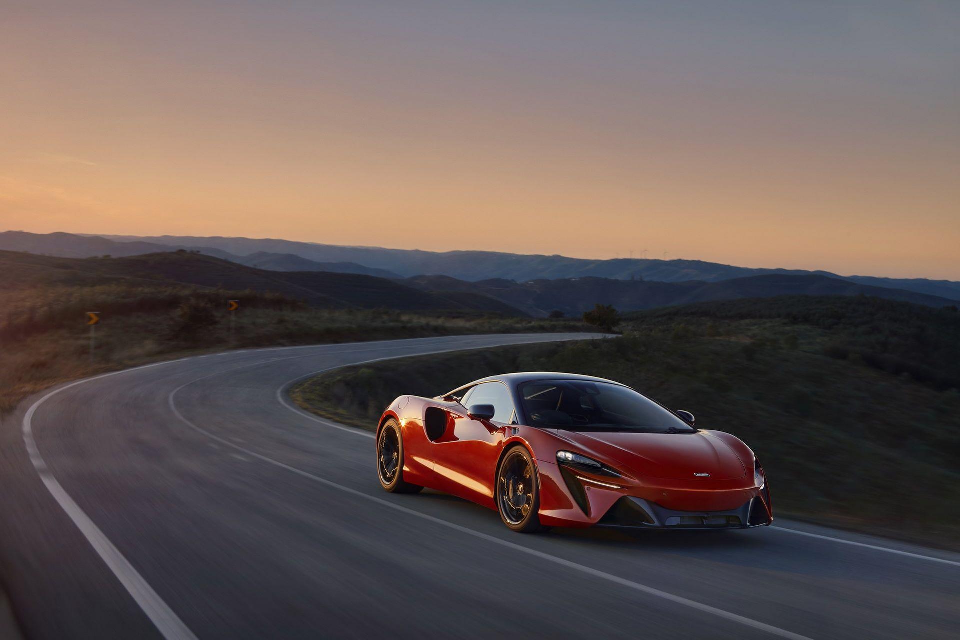 McLaren-Artura-36