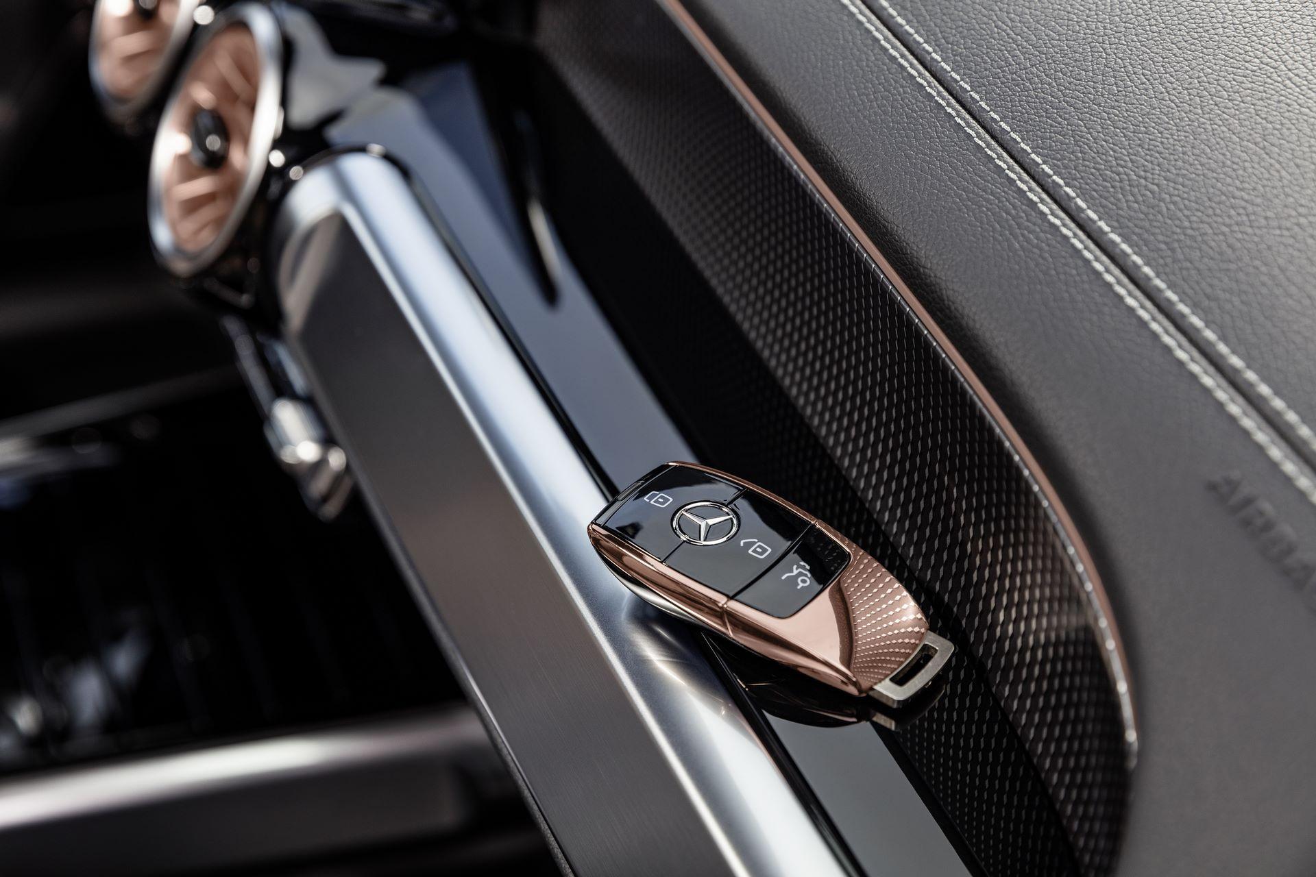 Mercedes-Benz-EQB-13