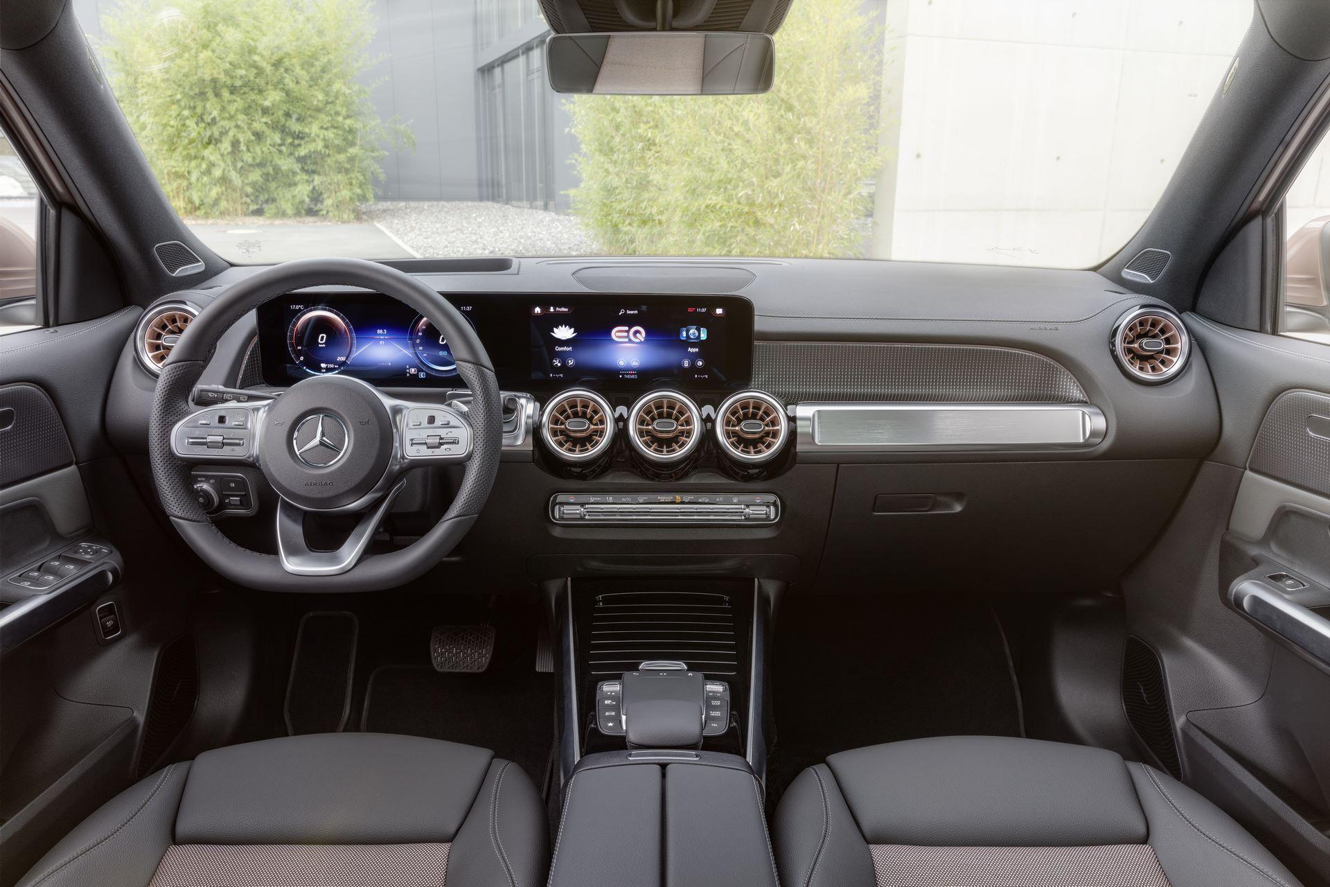 Mercedes-Benz-EQB-14