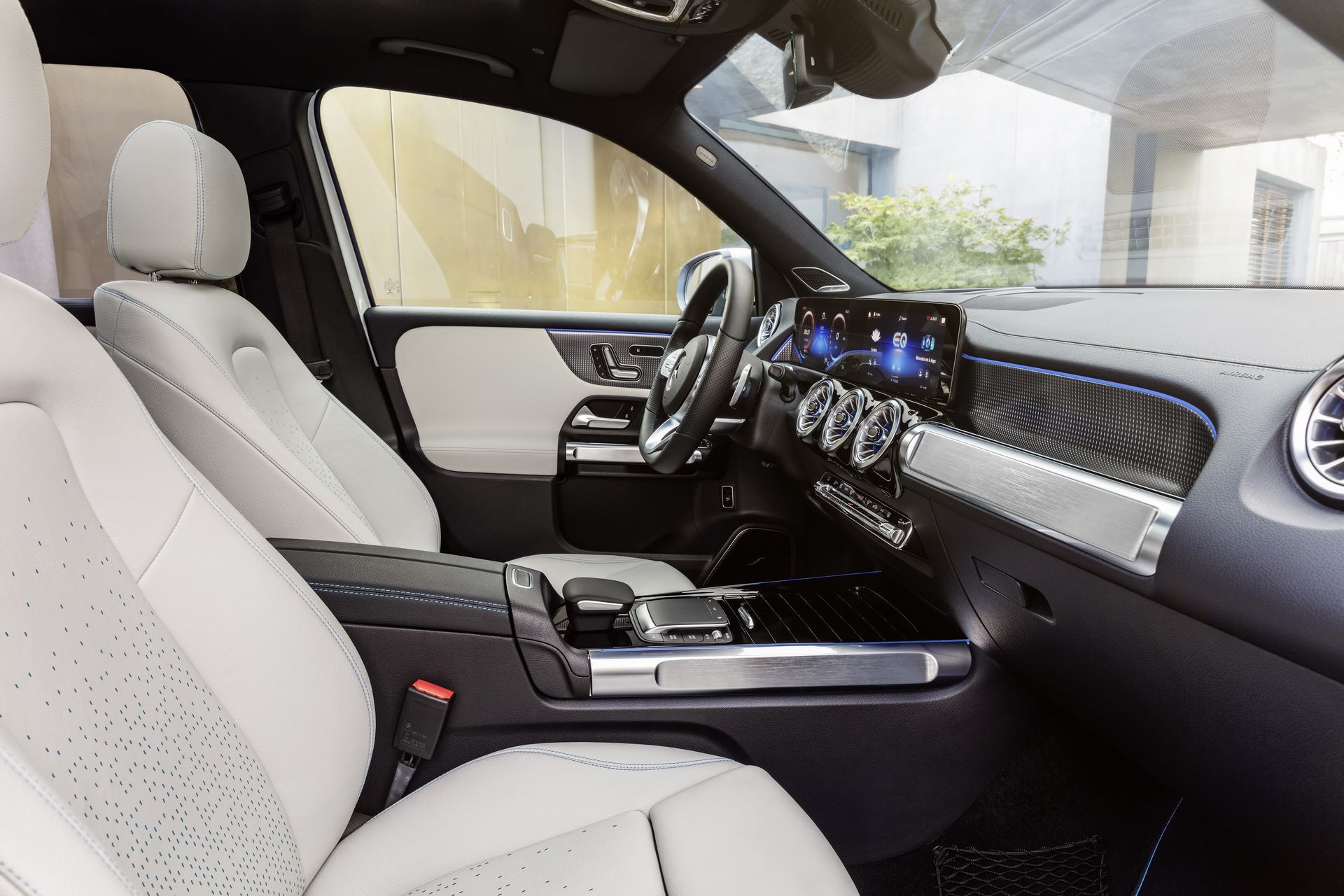 Mercedes-Benz-EQB-33