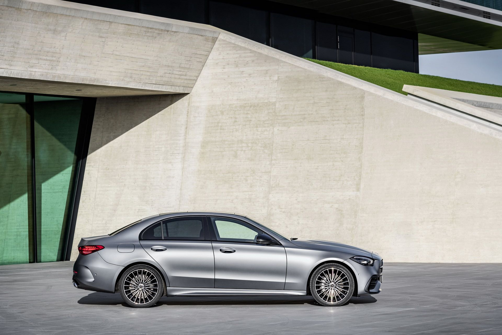 Mercedes-C-Class-2021-25