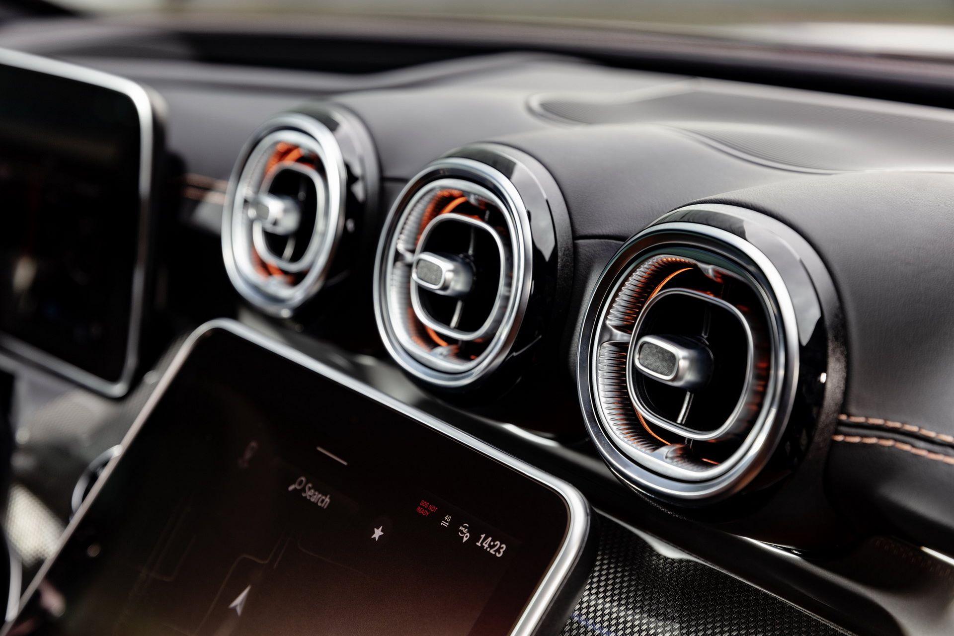 Mercedes-C-Class-2021-29