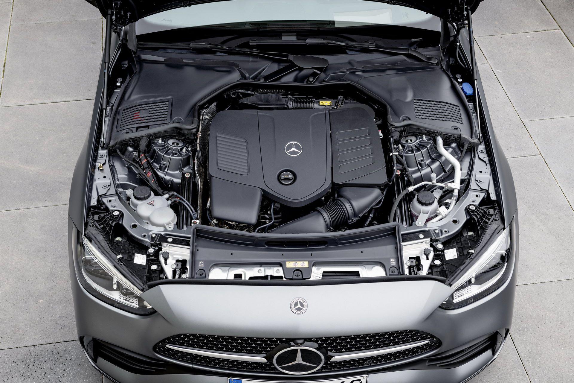 Mercedes-C-Class-2021-32