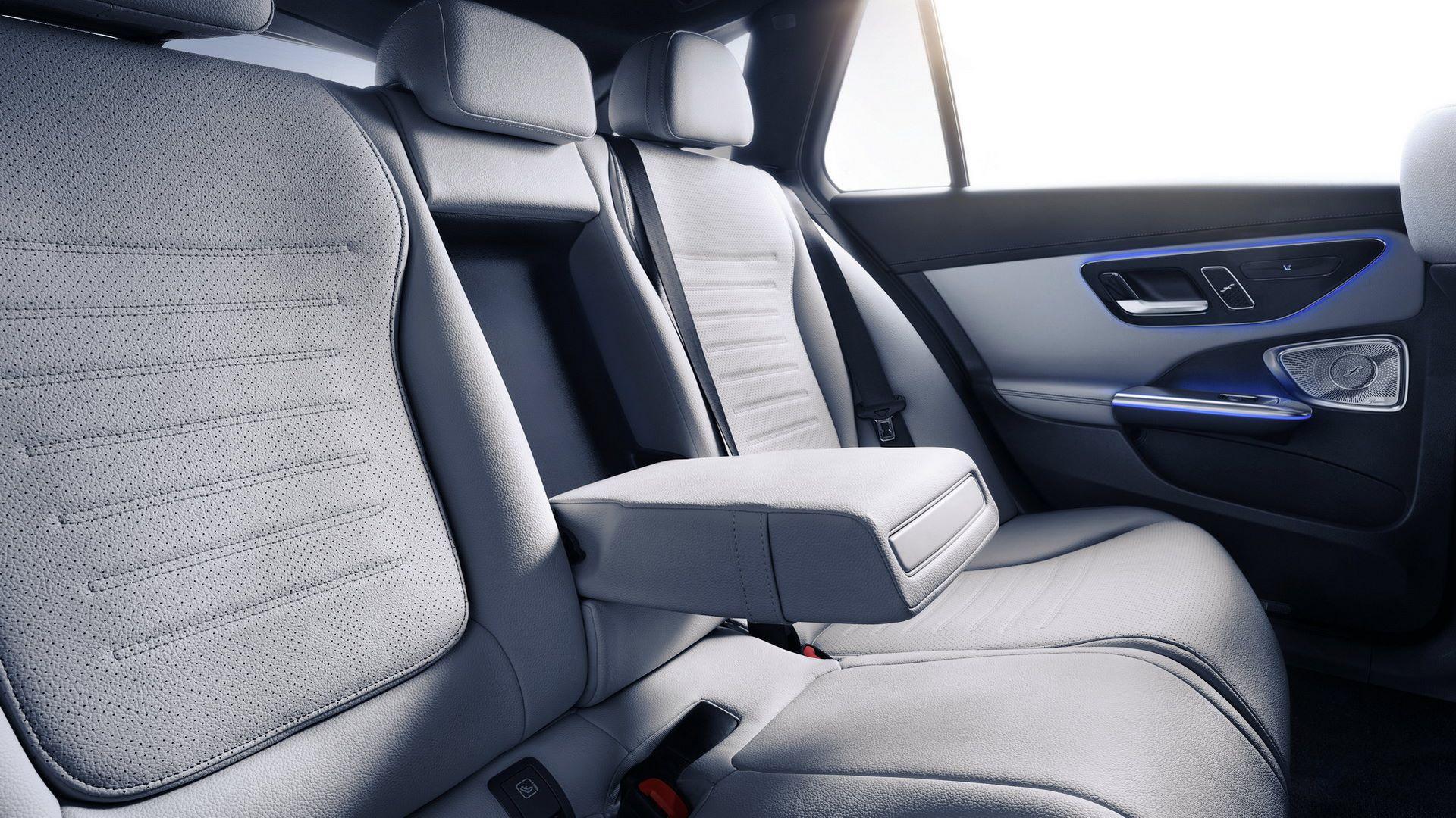 Mercedes-C-Class-2021-95