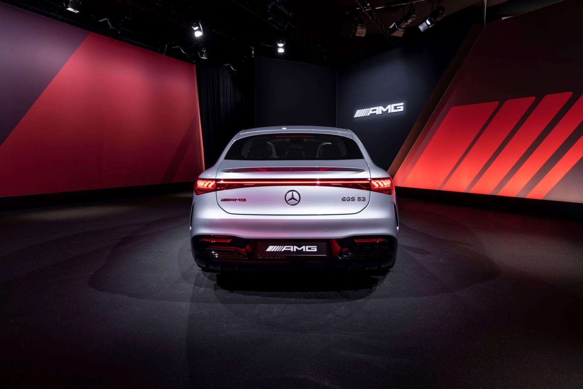 Mercedes-AMG-EQS-53-42