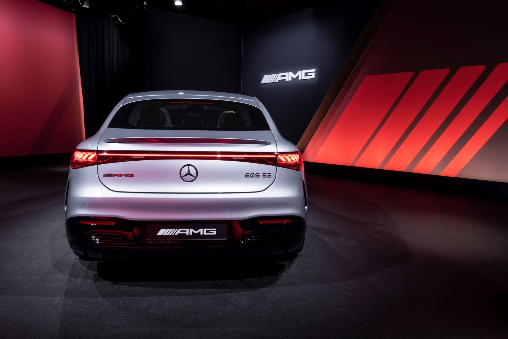 Mercedes-AMG-EQS-53-43