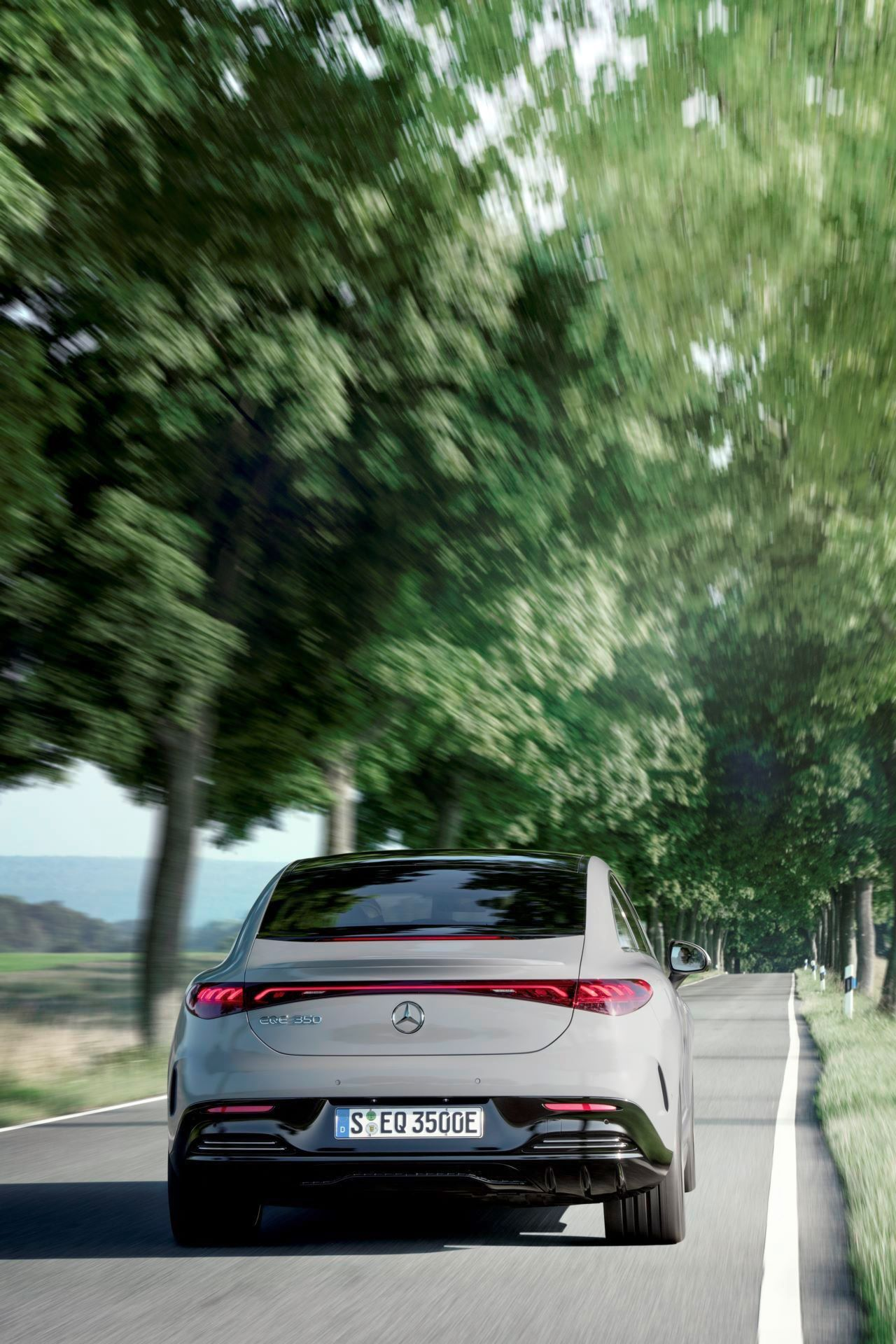 Mercedes-EQE-10