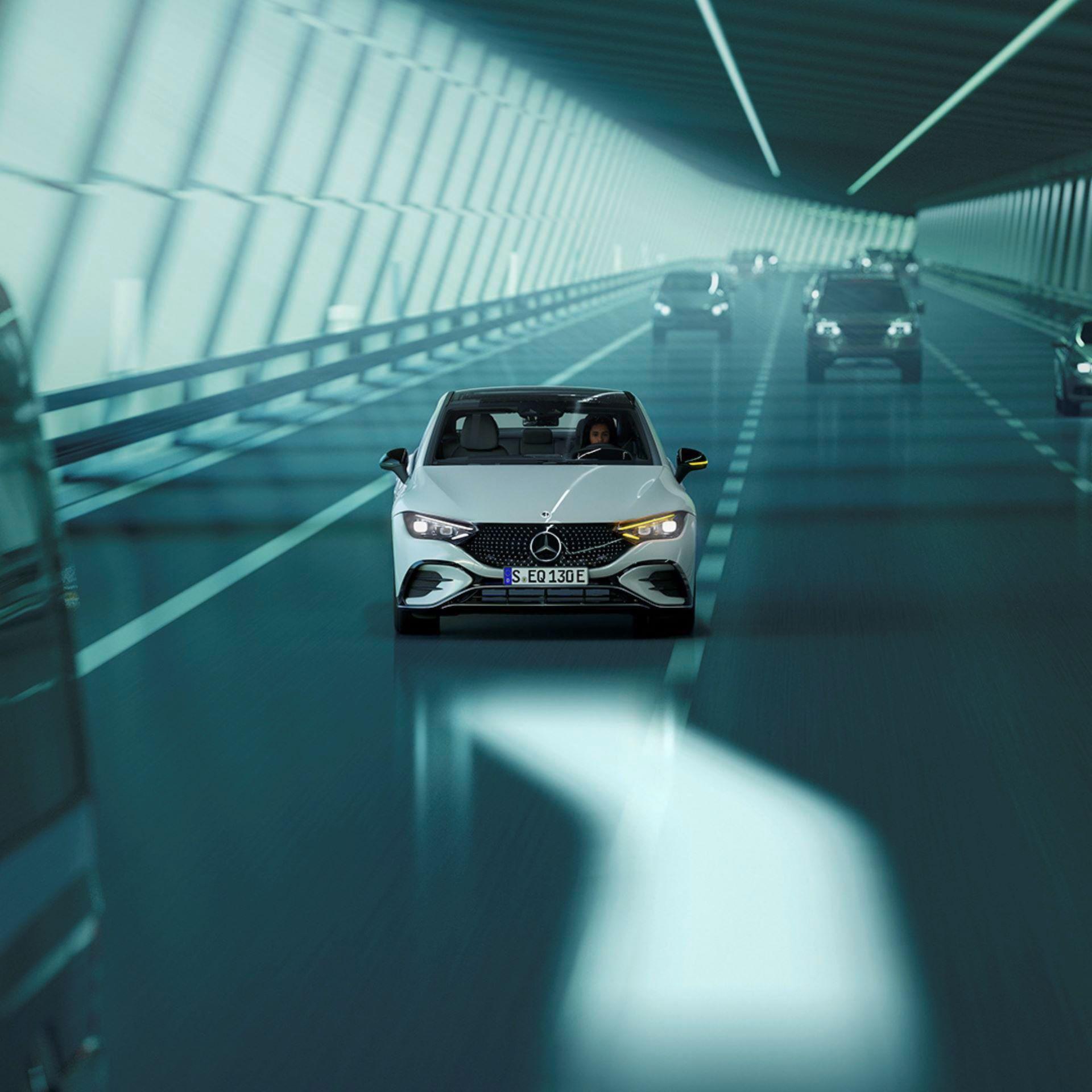 Mercedes-EQE-112