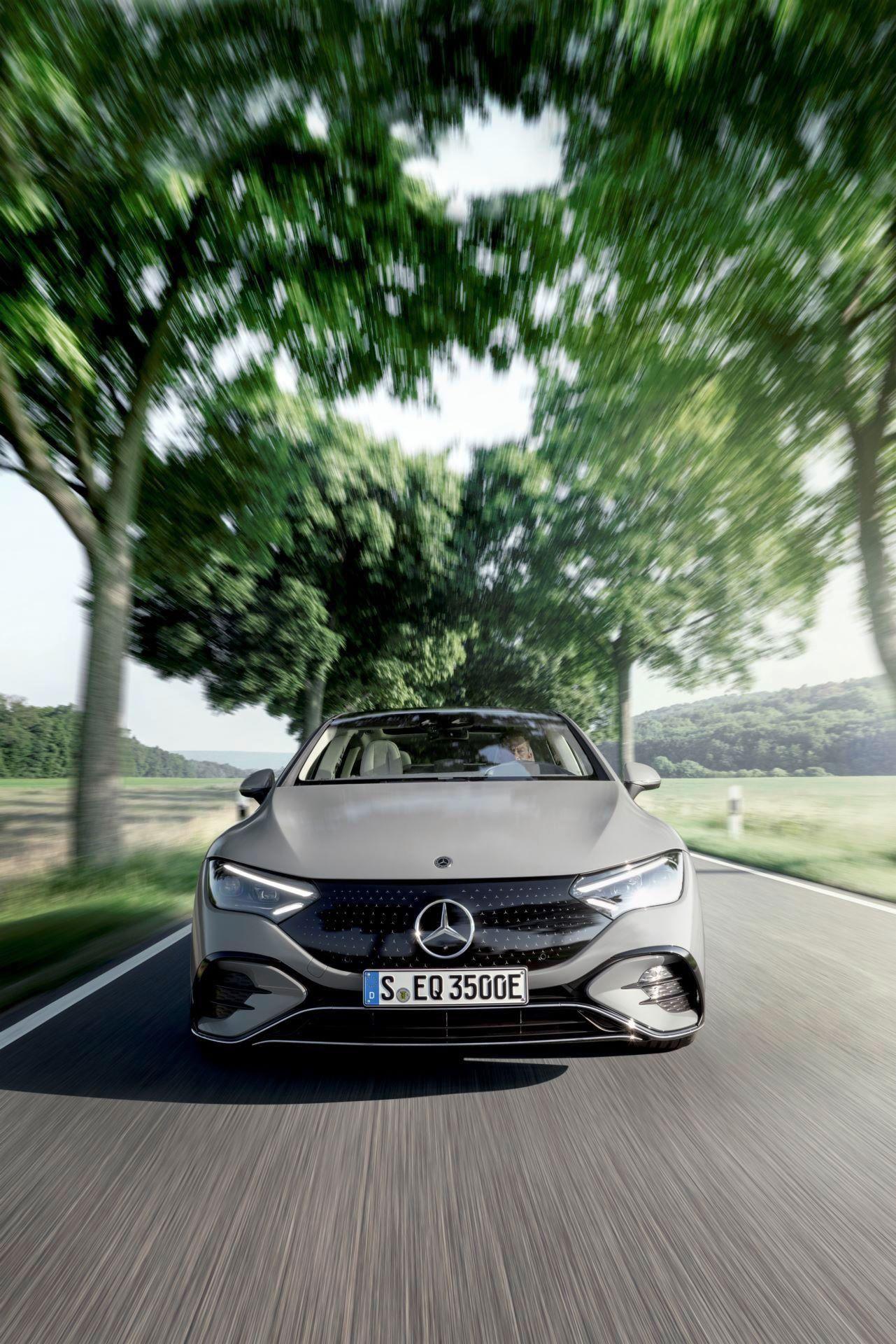 Mercedes-EQE-13