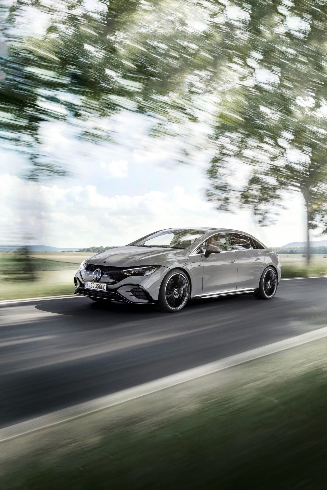 Mercedes-EQE-14