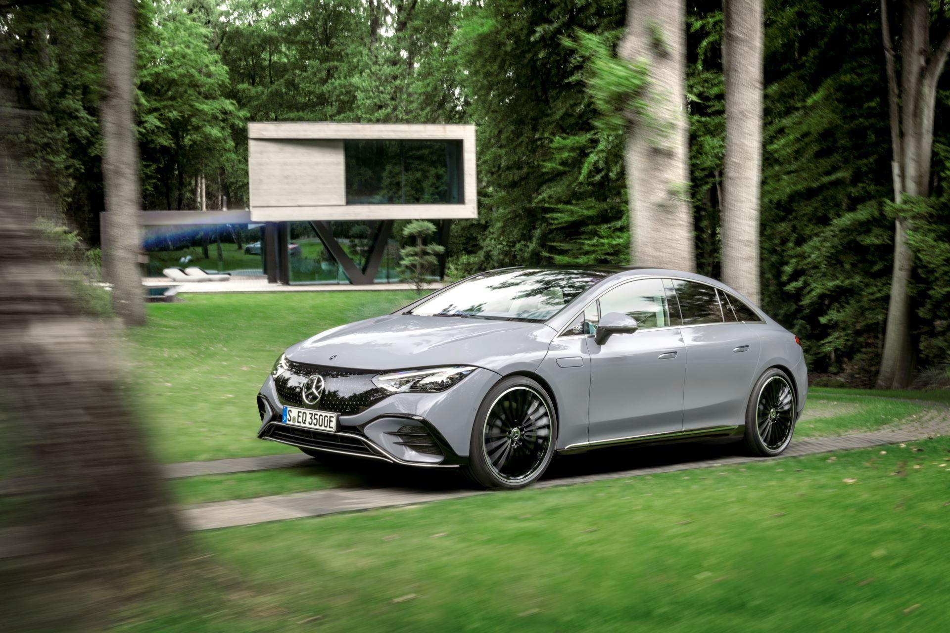 Mercedes-EQE-16