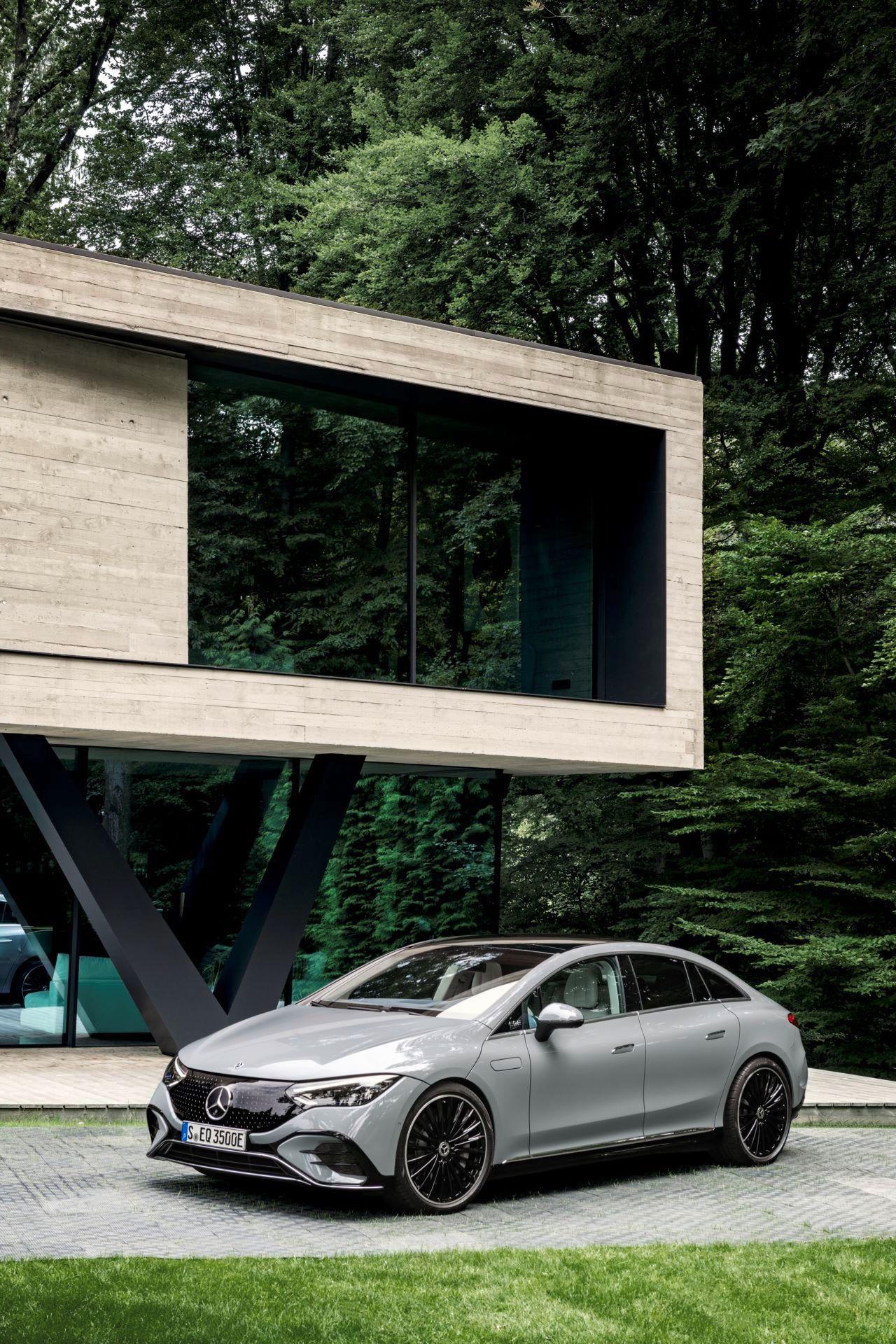 Mercedes-EQE-18