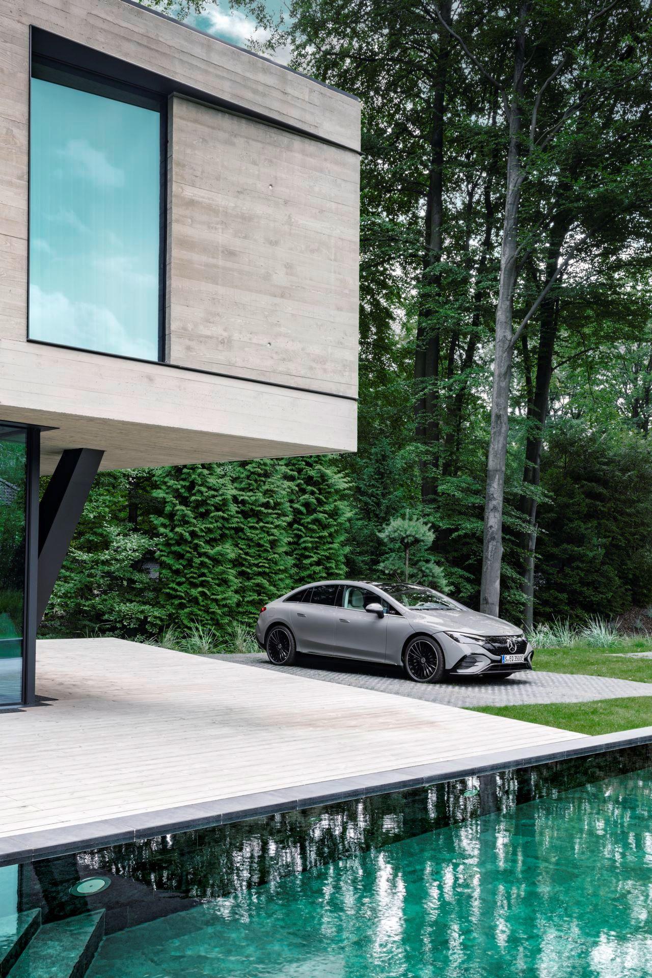 Mercedes-EQE-19