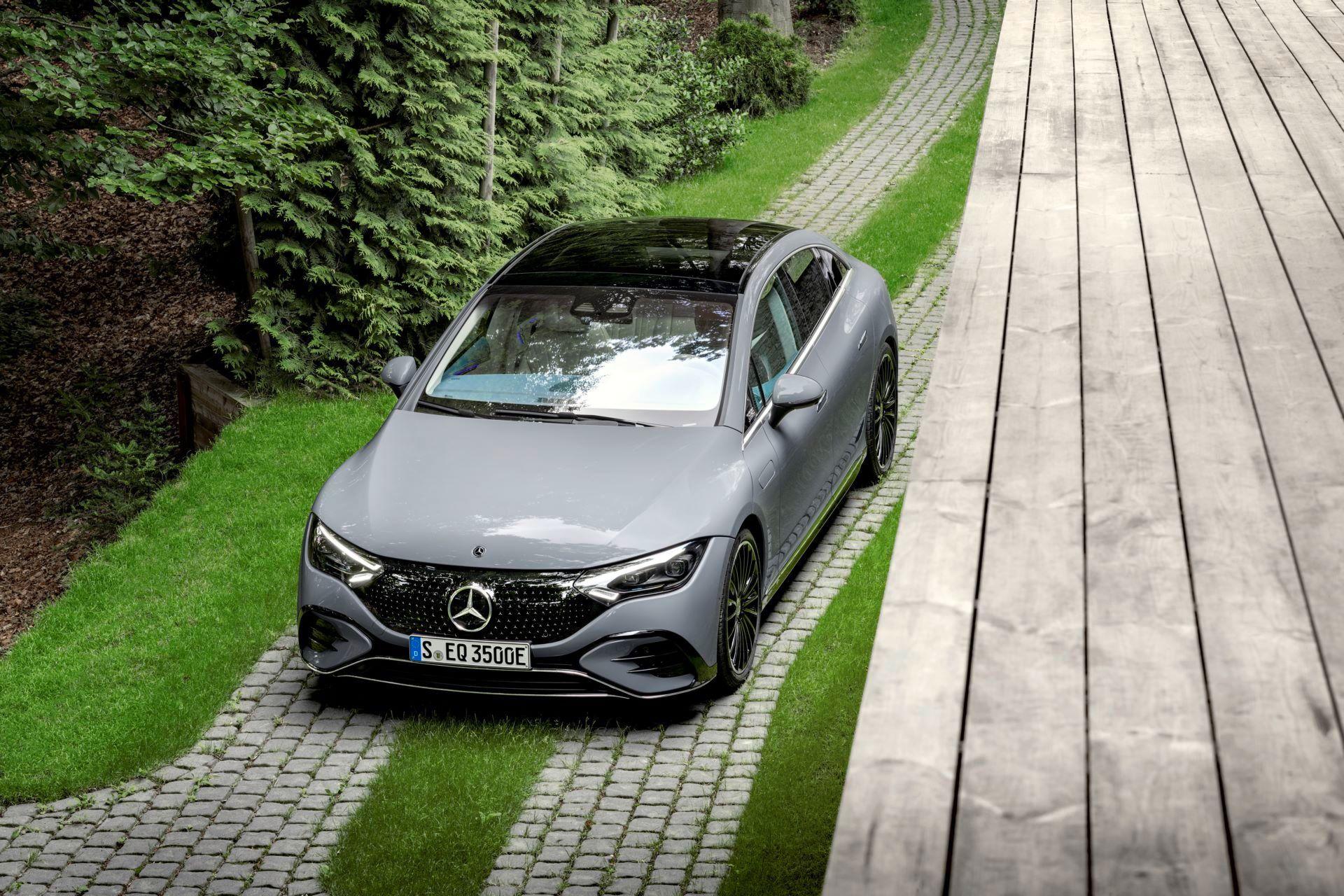 Mercedes-EQE-21