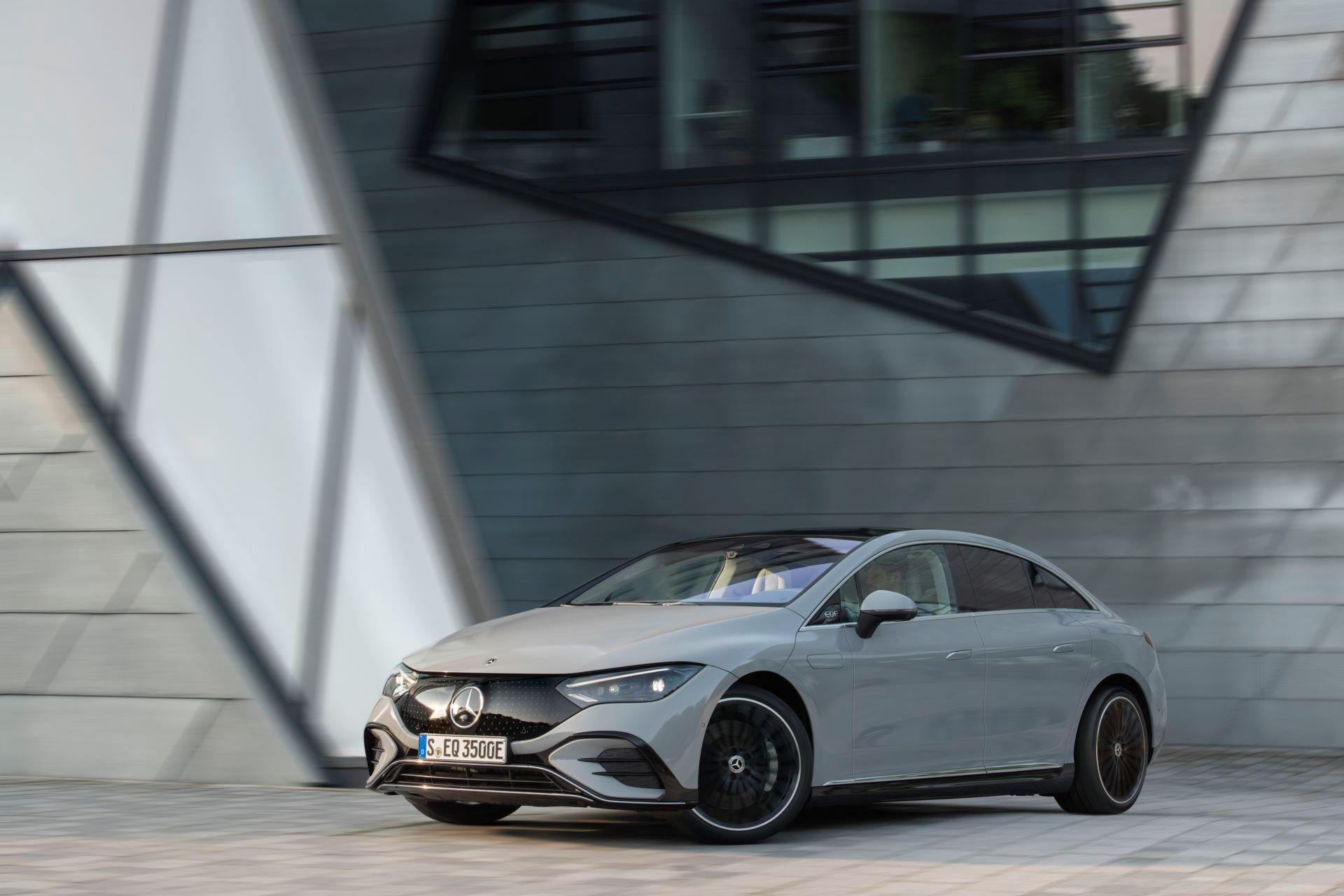 Mercedes-EQE-22