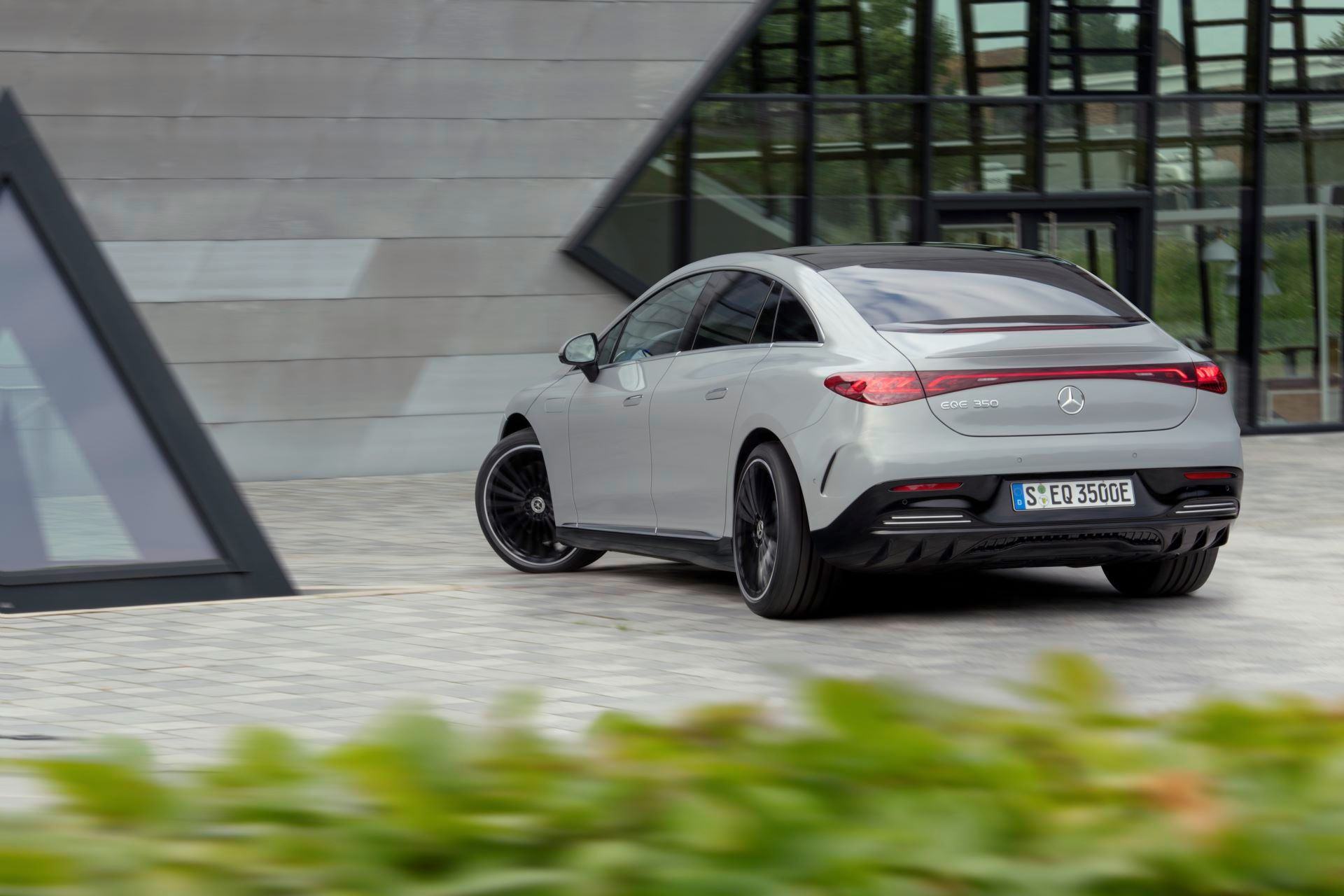 Mercedes-EQE-24