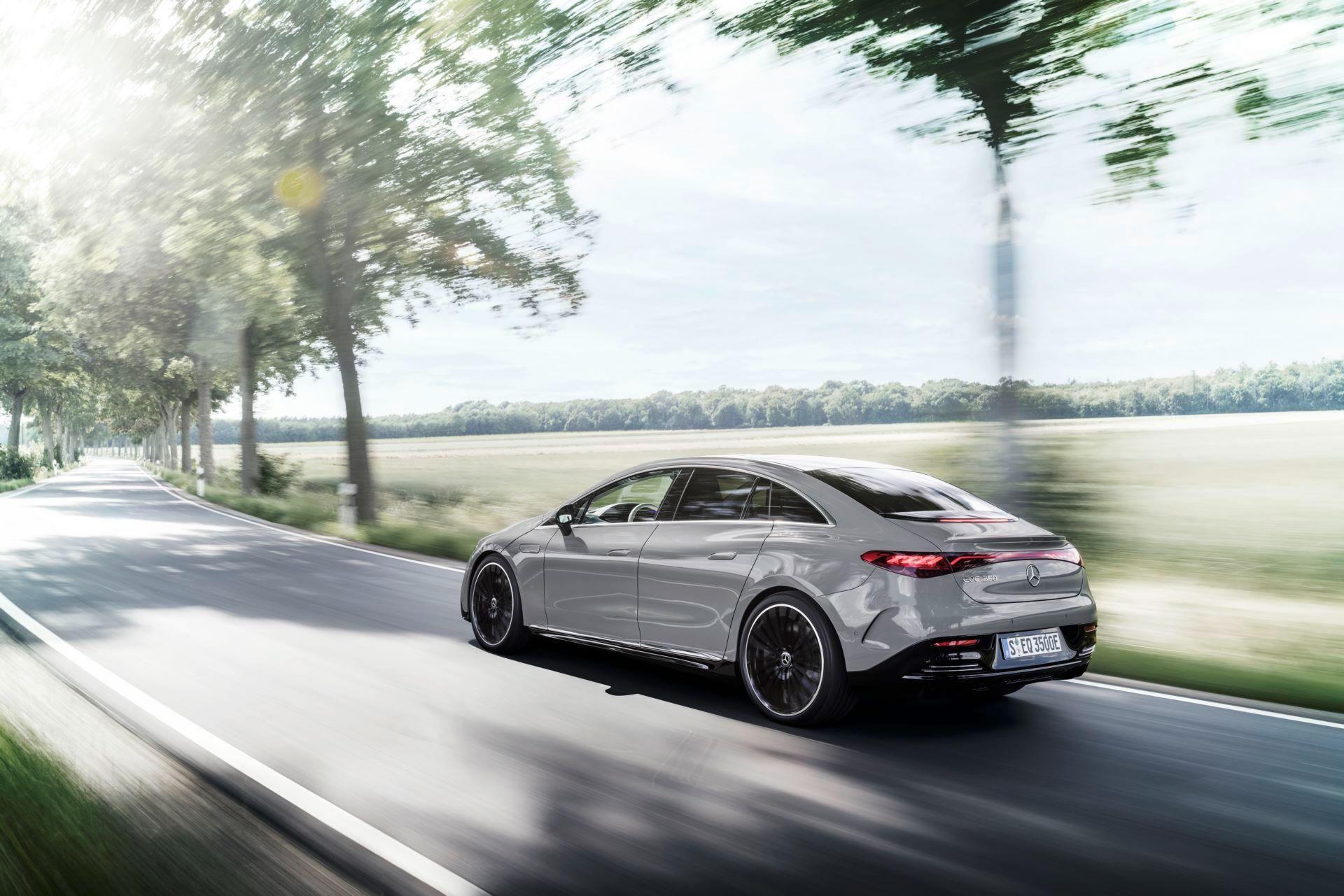 Mercedes-EQE-5