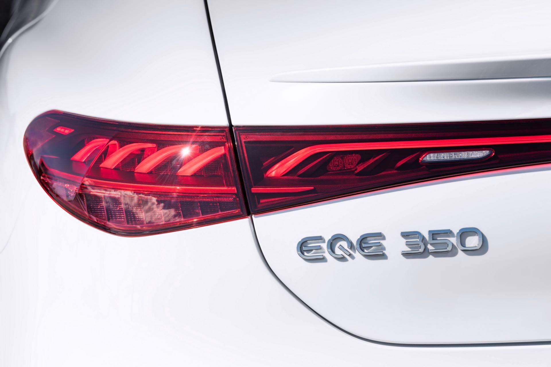 Mercedes-EQE-52