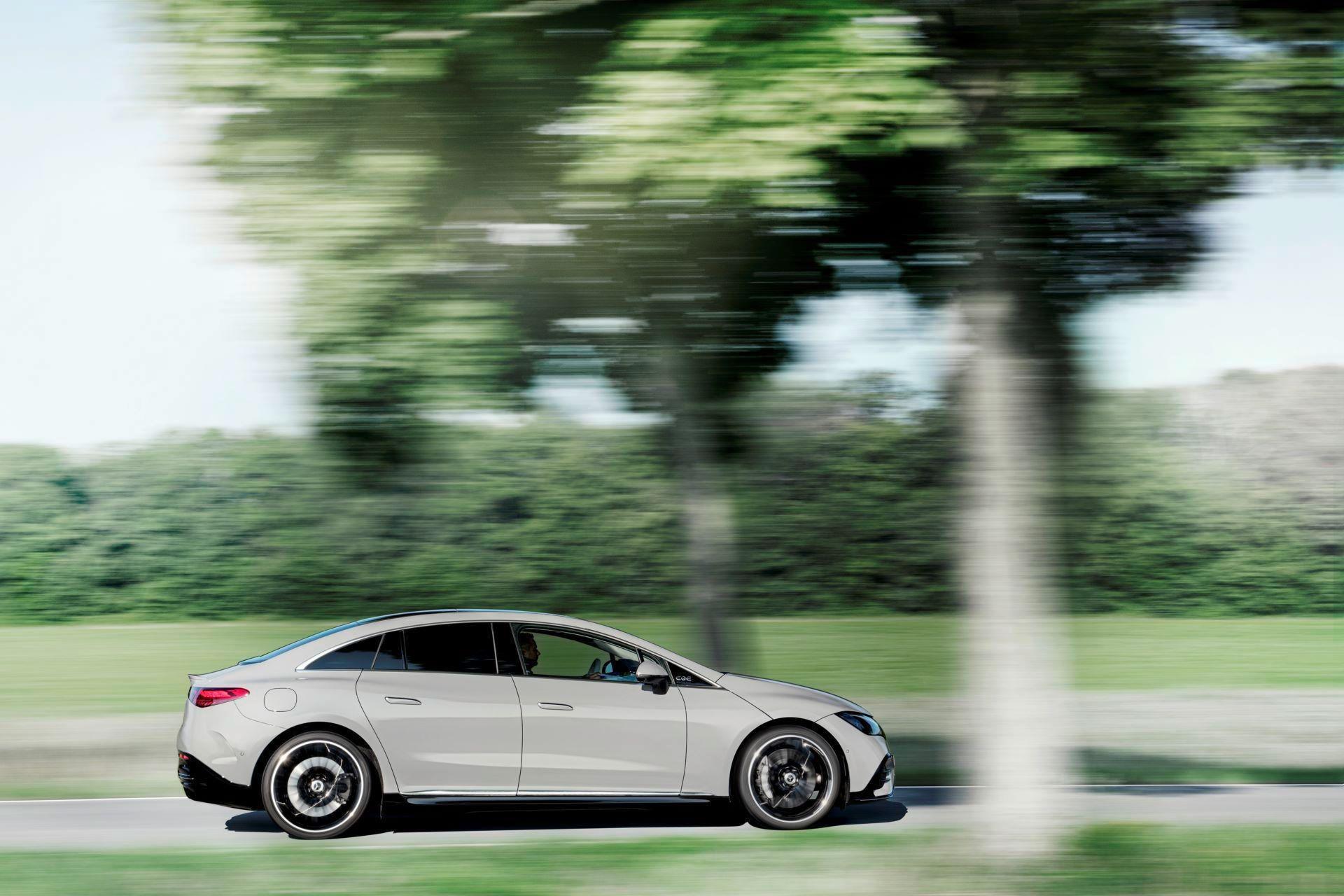 Mercedes-EQE-8