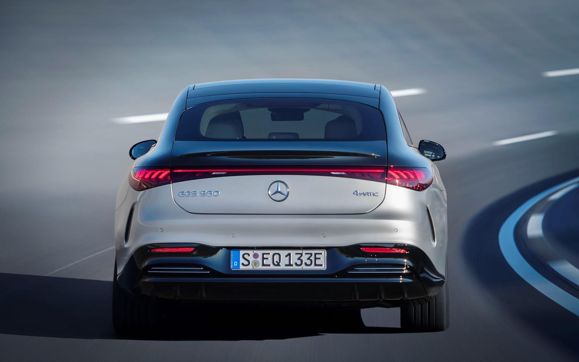 Mercedes-EQS-12