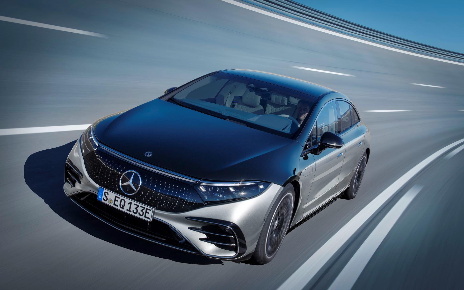 Mercedes-EQS-14