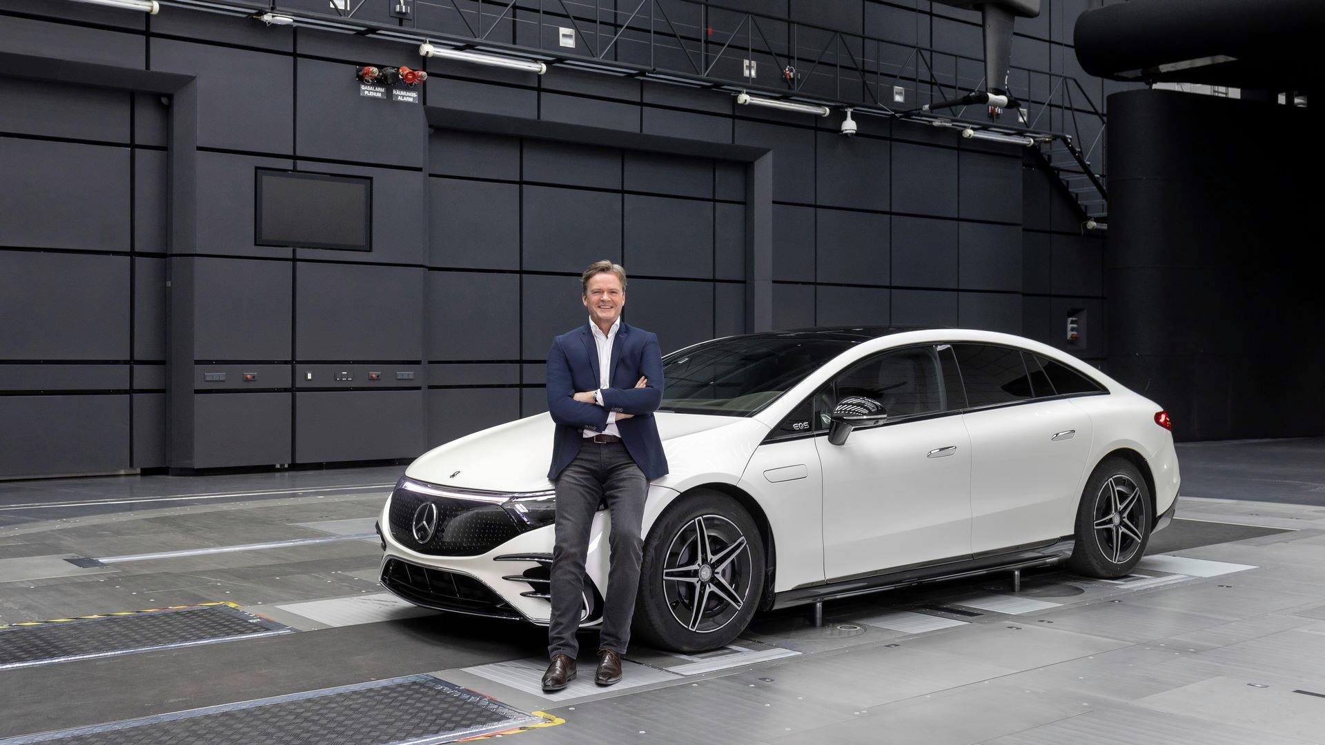 Mercedes-EQS-151