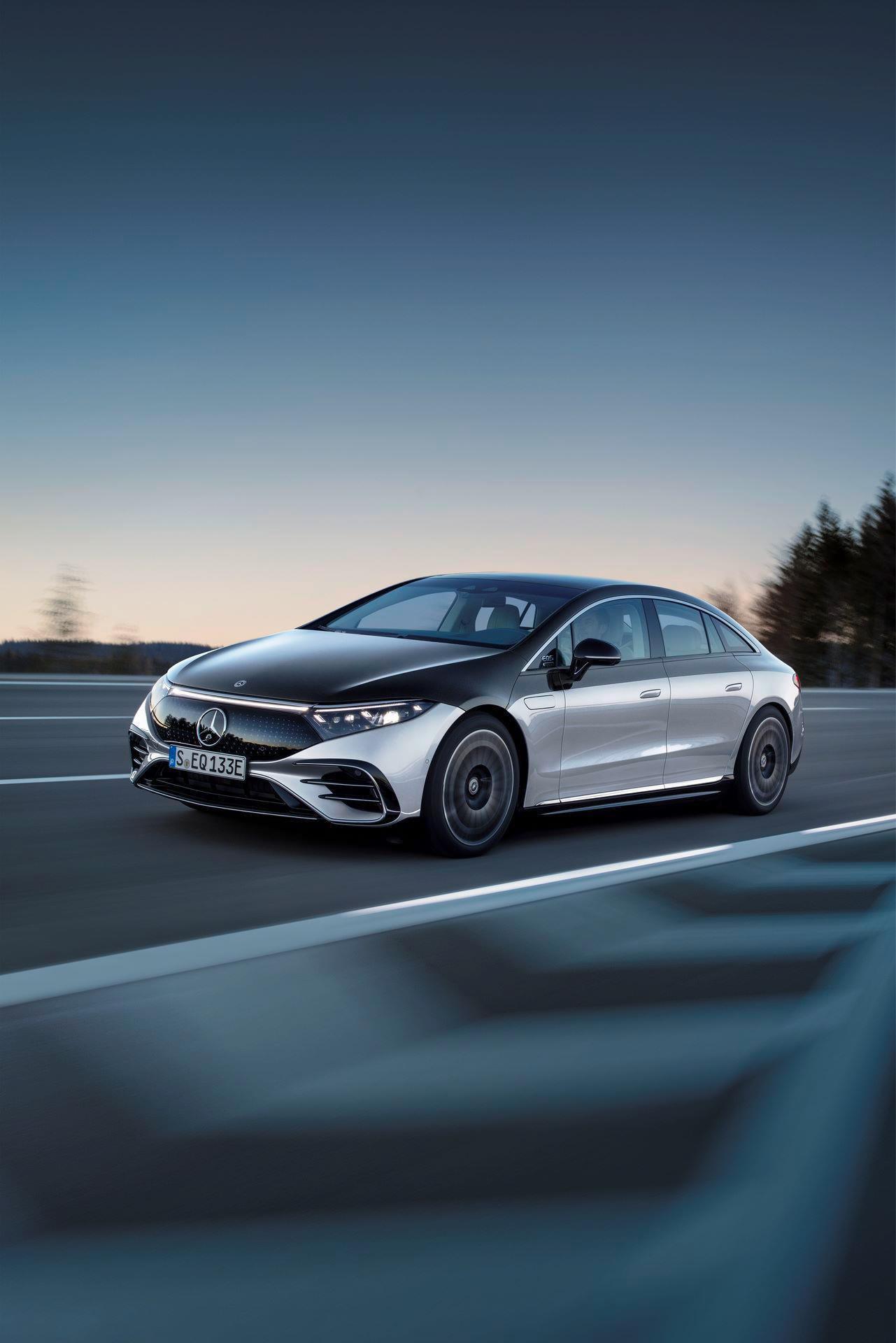 Mercedes-EQS-16