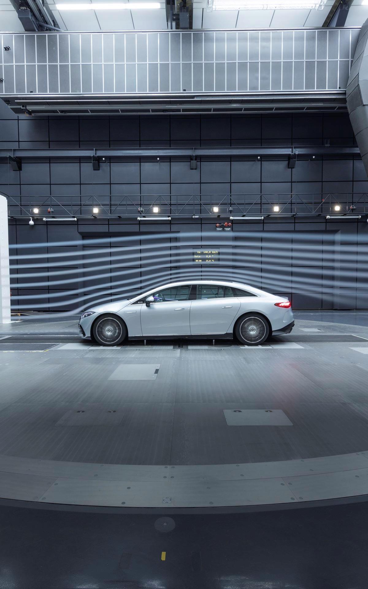 Mercedes-EQS-173