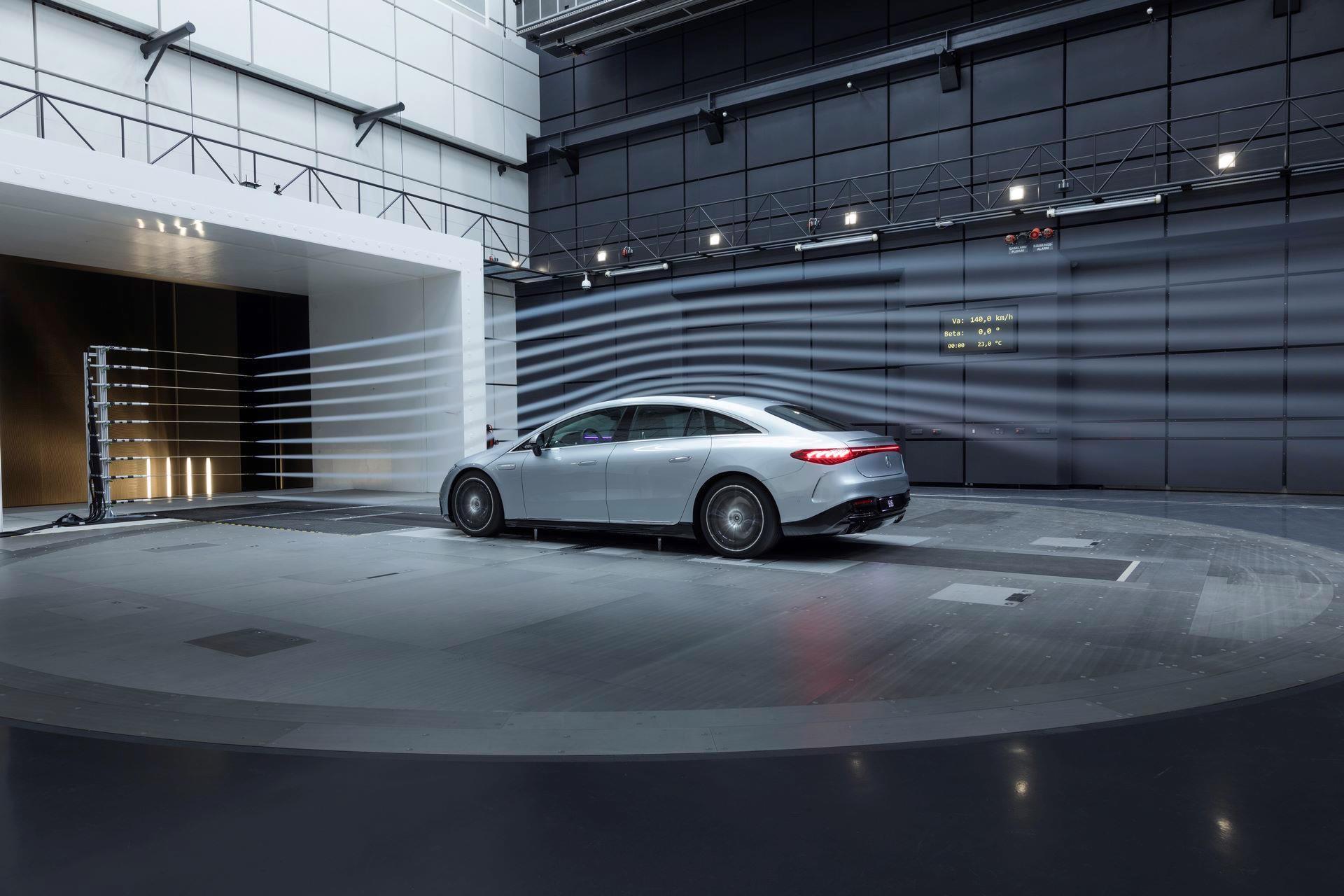 Mercedes-EQS-174