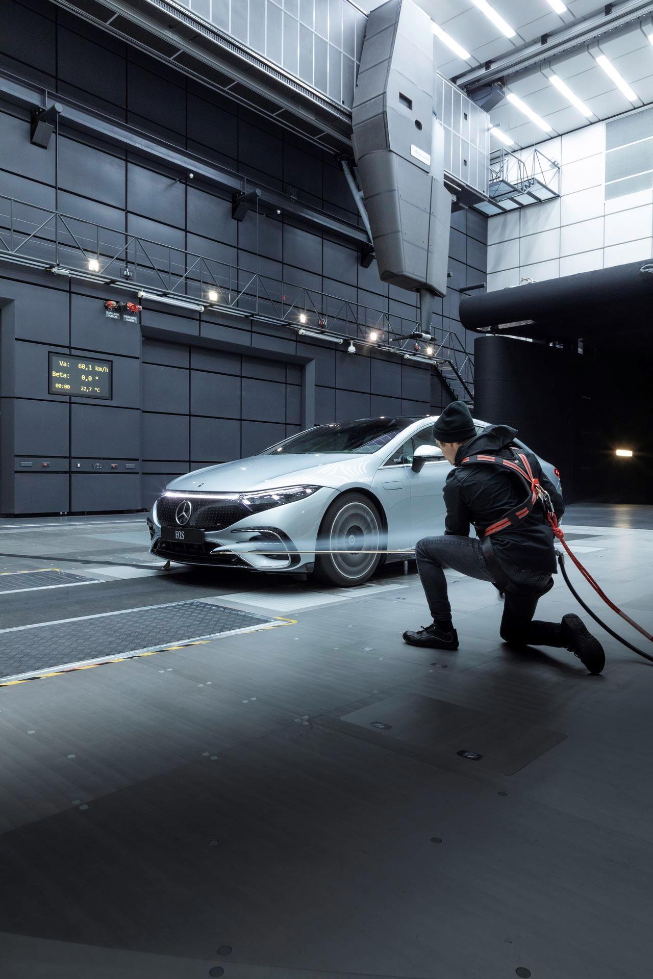 Mercedes-EQS-180