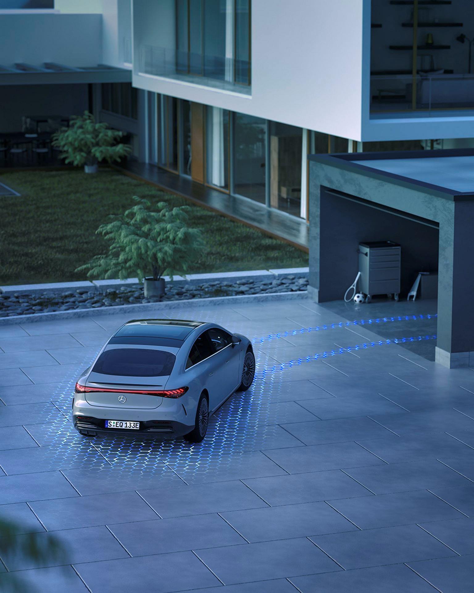 Mercedes-EQS-221