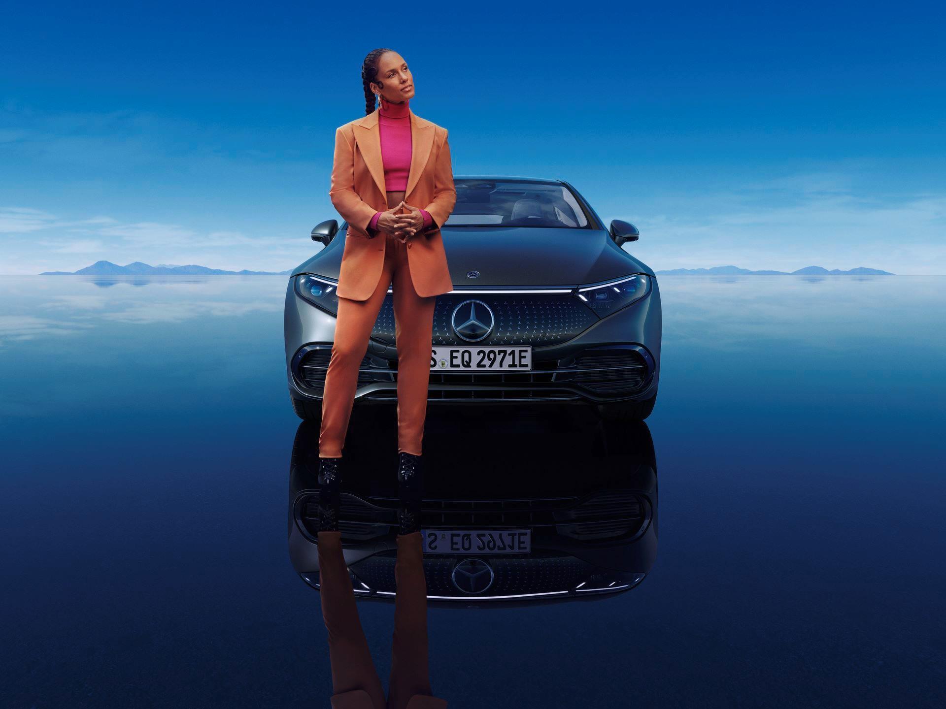 Mercedes-EQS-244