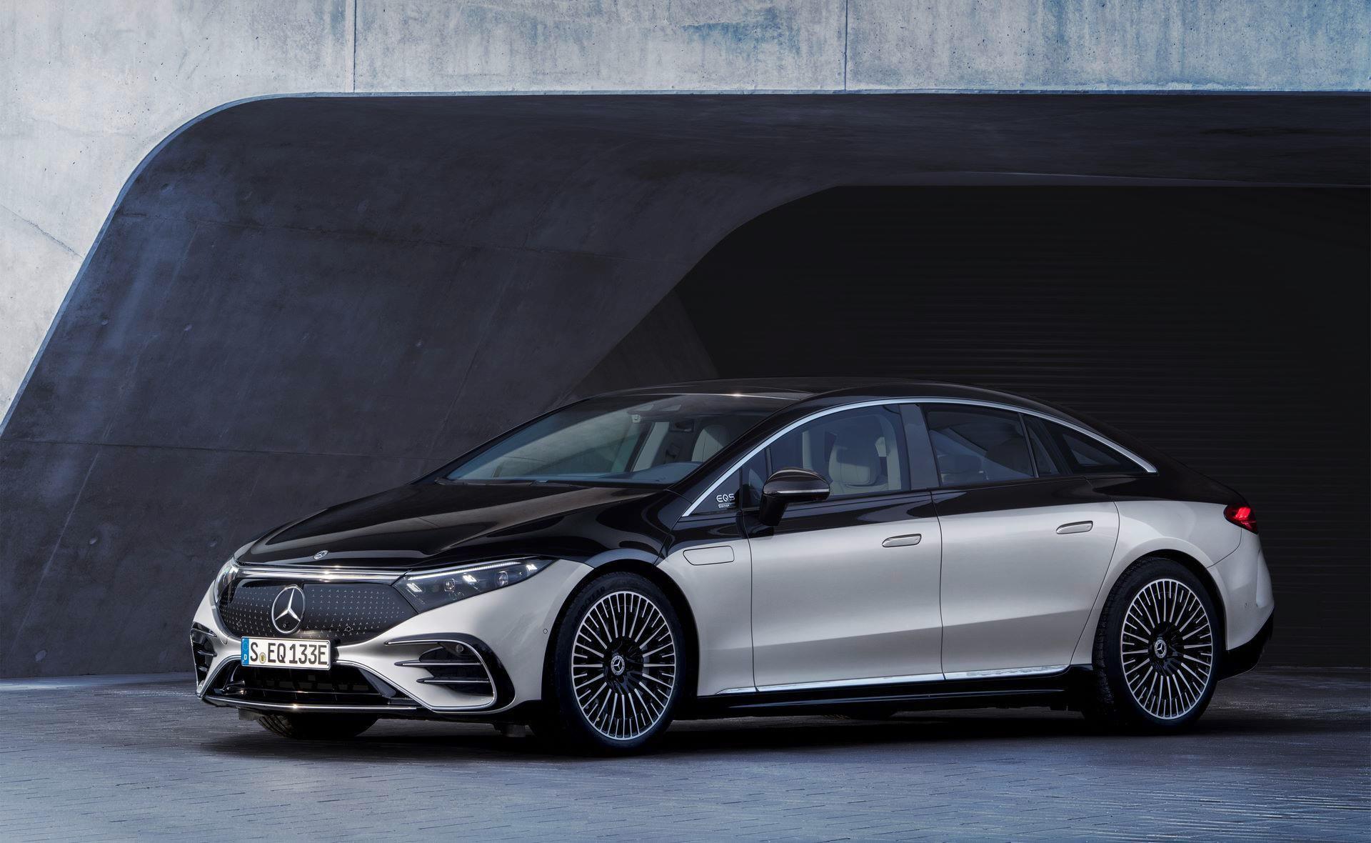 Mercedes-EQS-36
