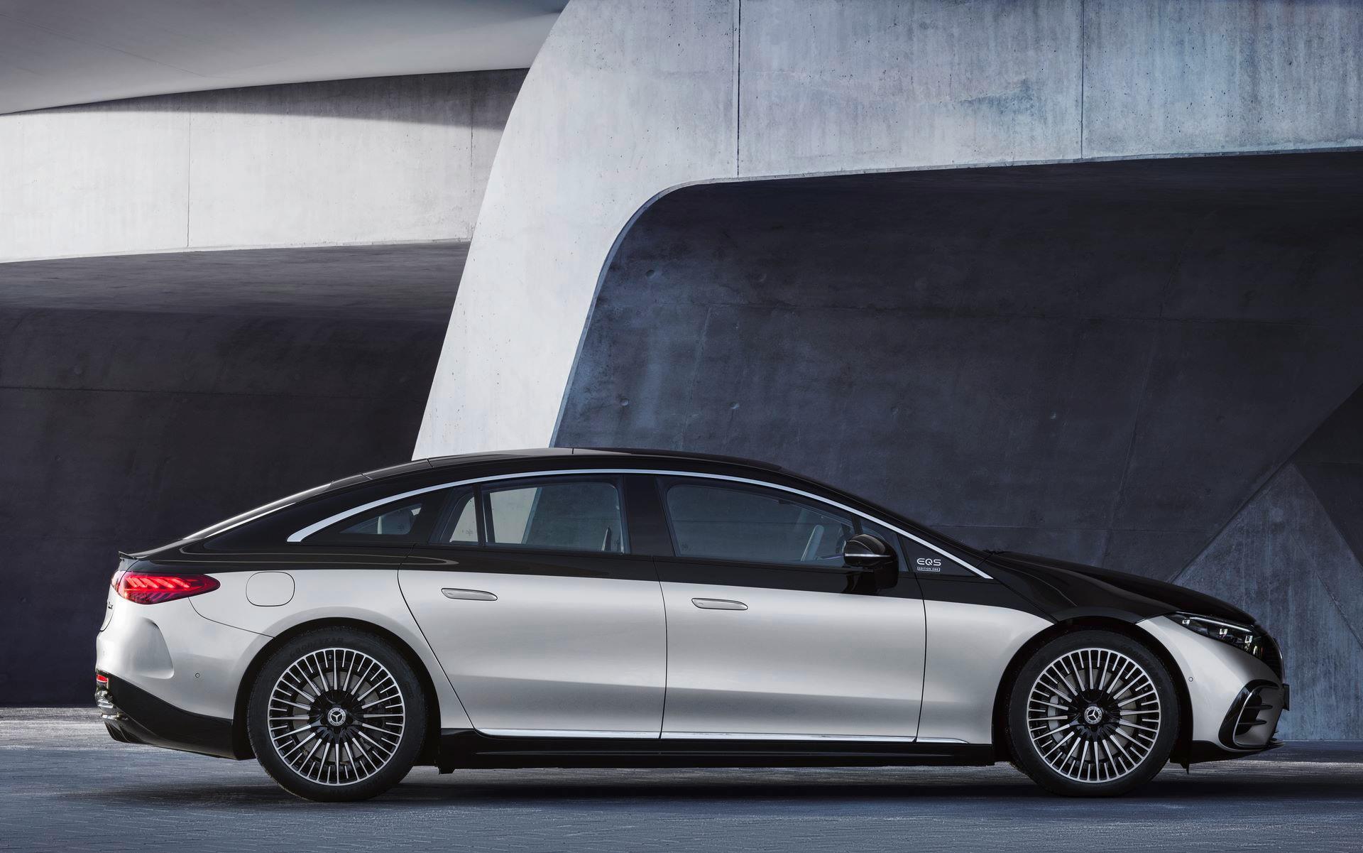 Mercedes-EQS-38