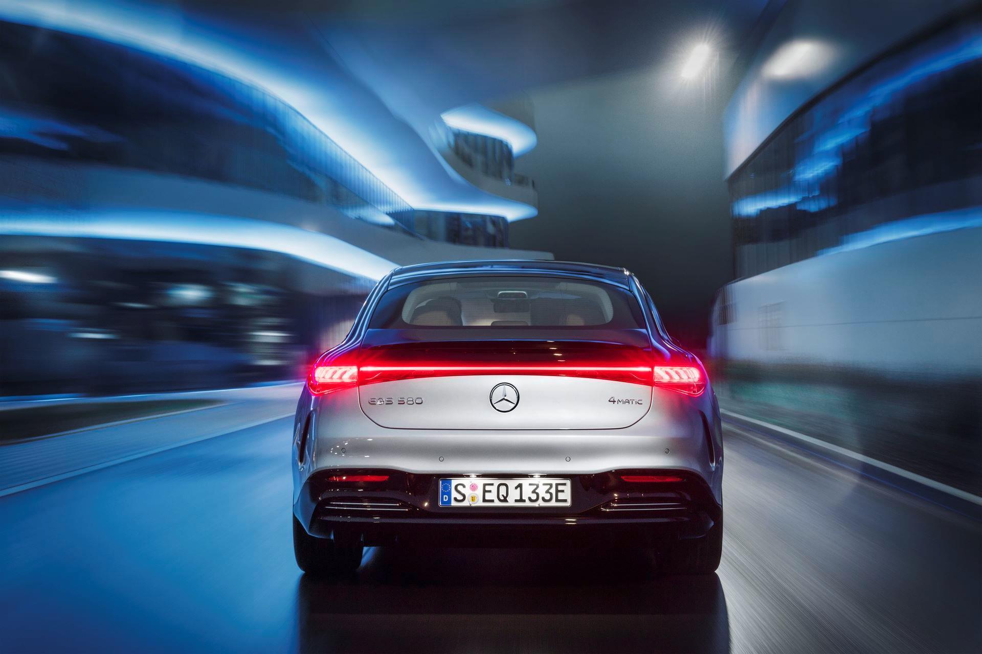 Mercedes-EQS-4