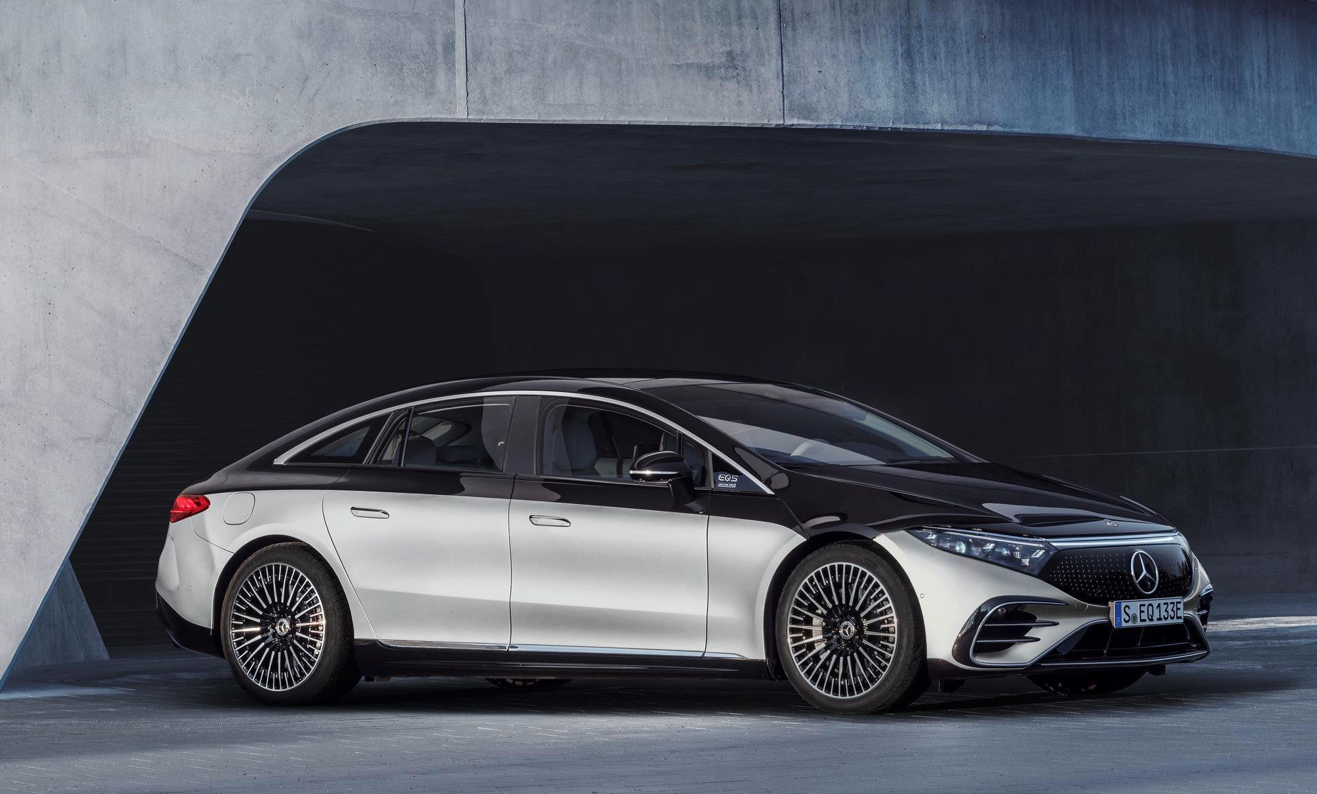 Mercedes-EQS-40