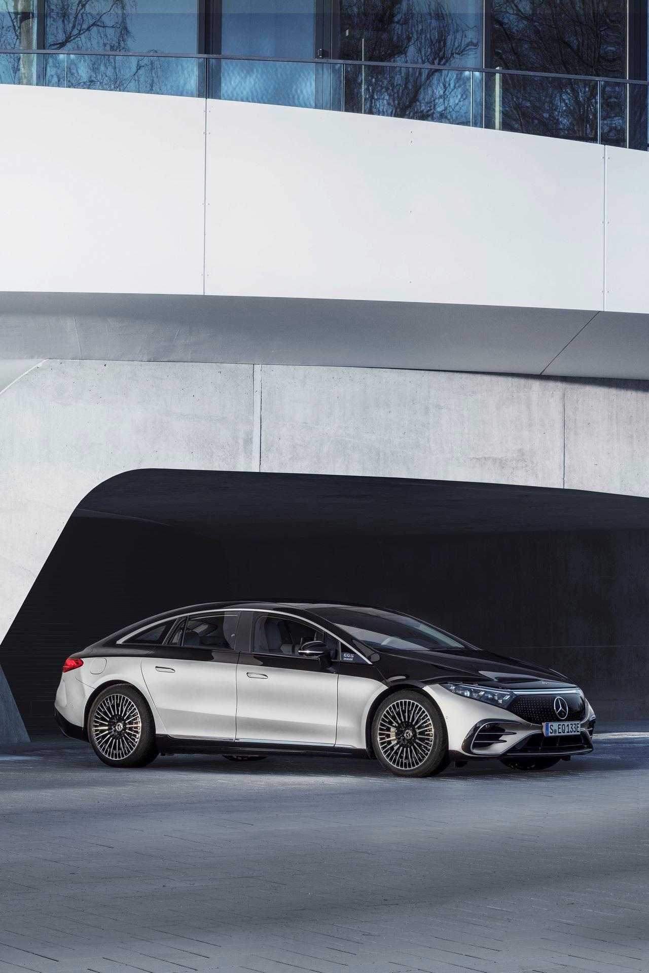 Mercedes-EQS-43
