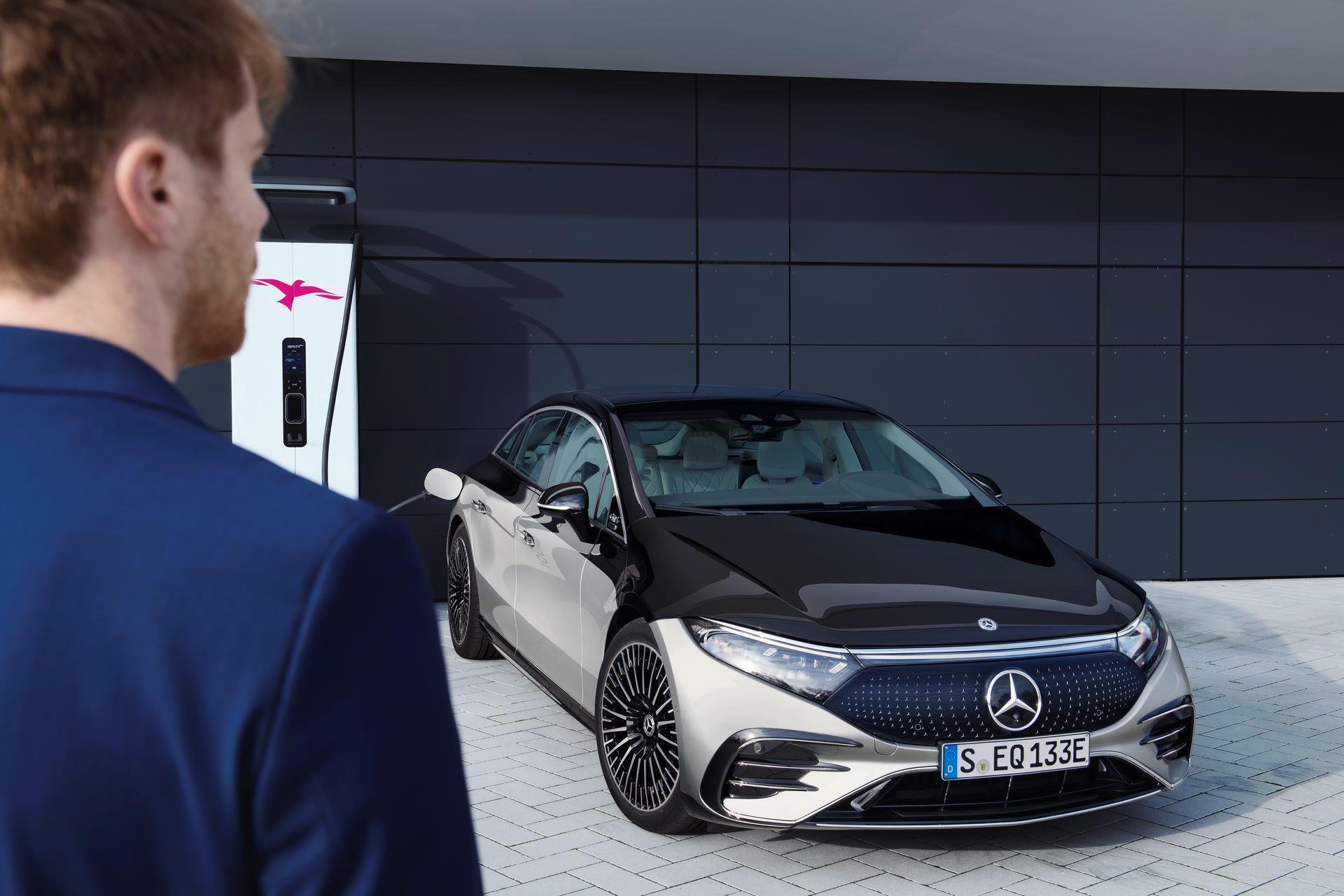 Mercedes-EQS-46