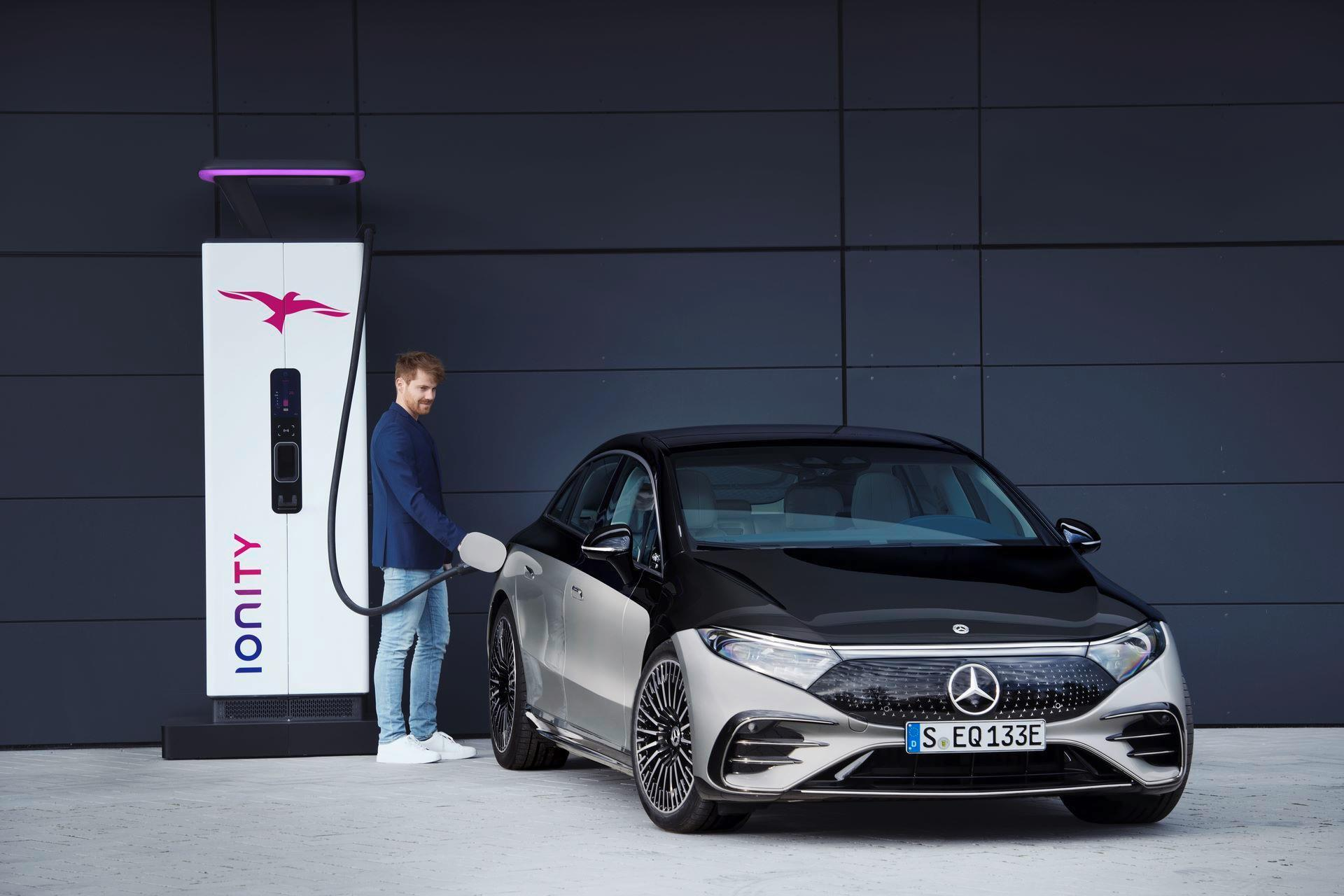 Mercedes-EQS-48
