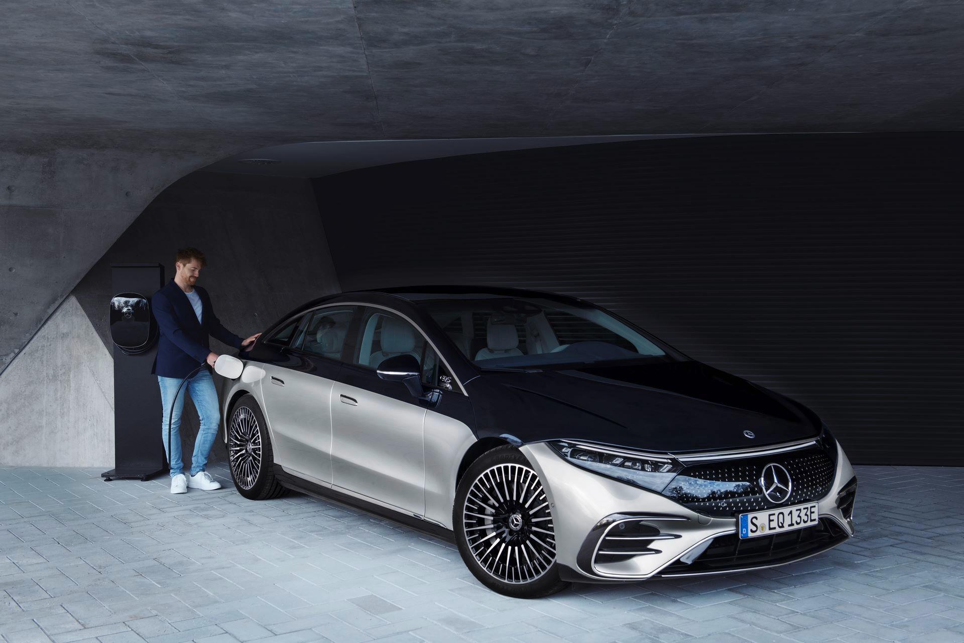 Mercedes-EQS-49