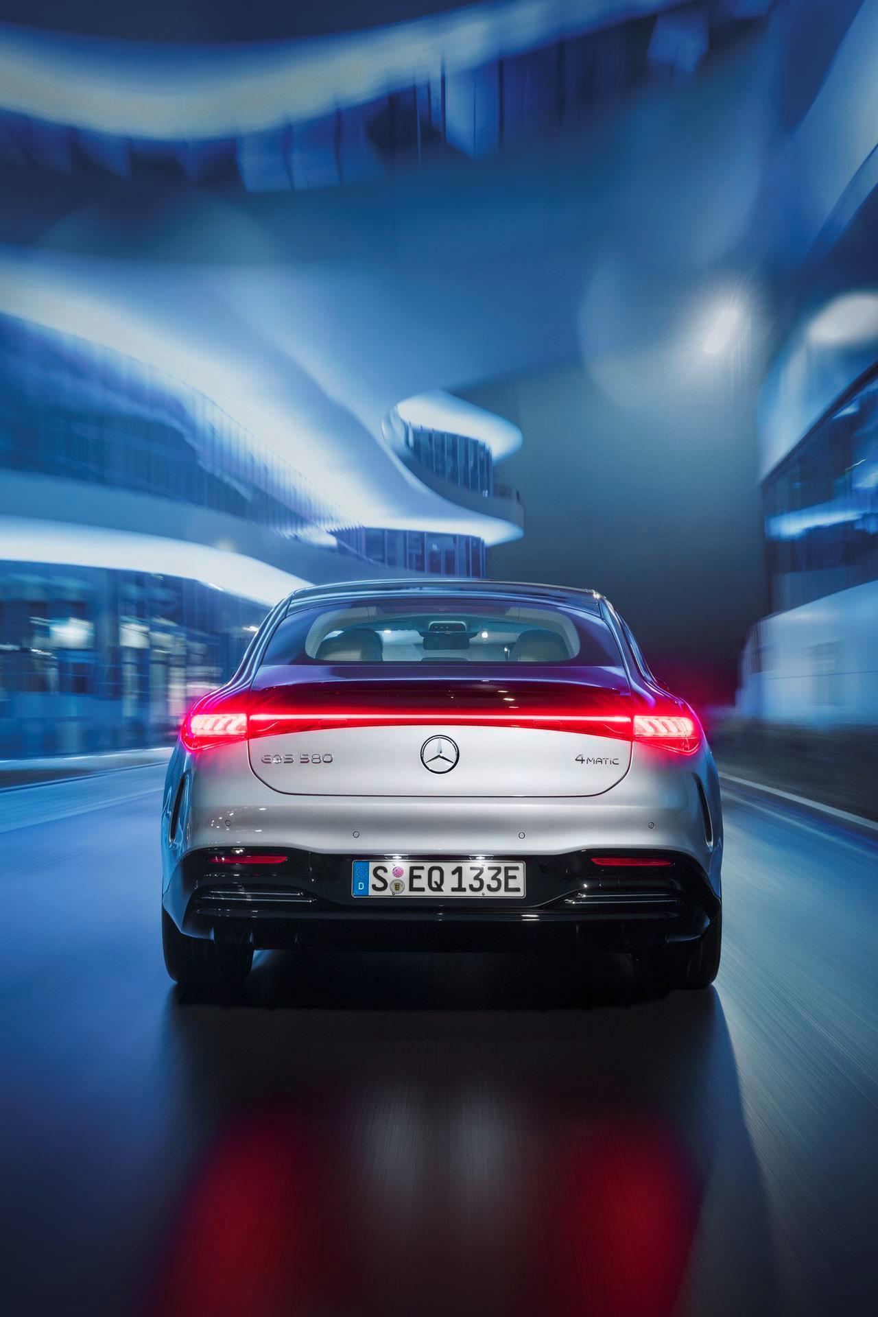Mercedes-EQS-5