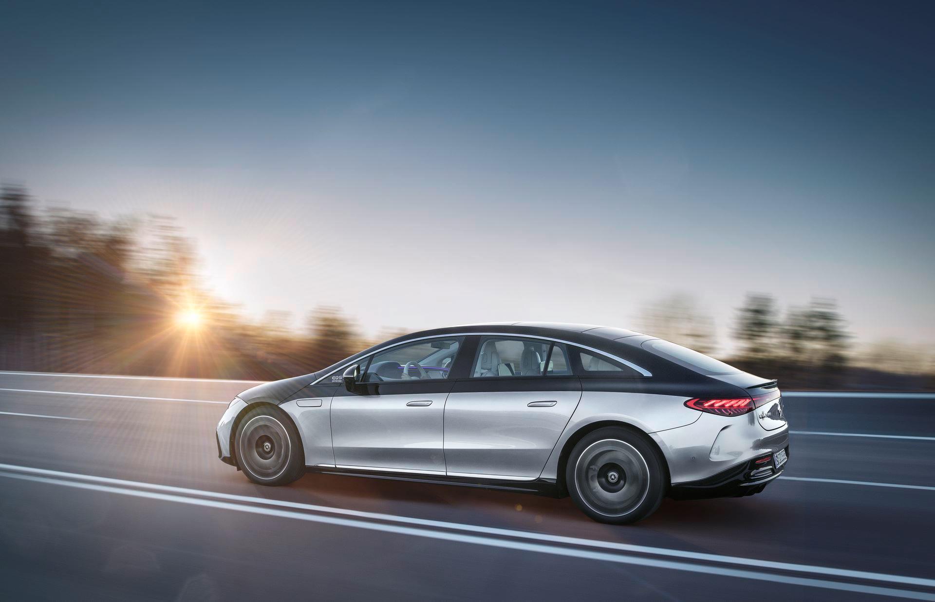 Mercedes-EQS-7