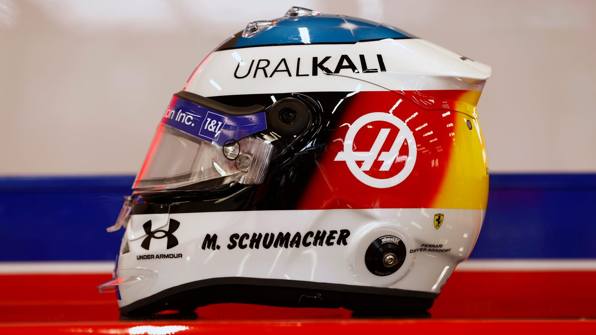 Mick_Schumacher_helmet-0000