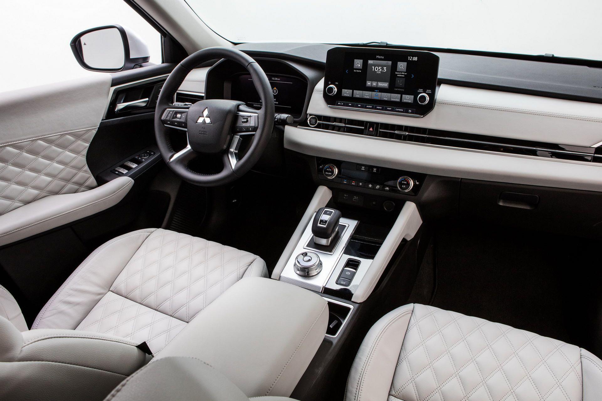 Mitsubishi-Outlander-2021-28