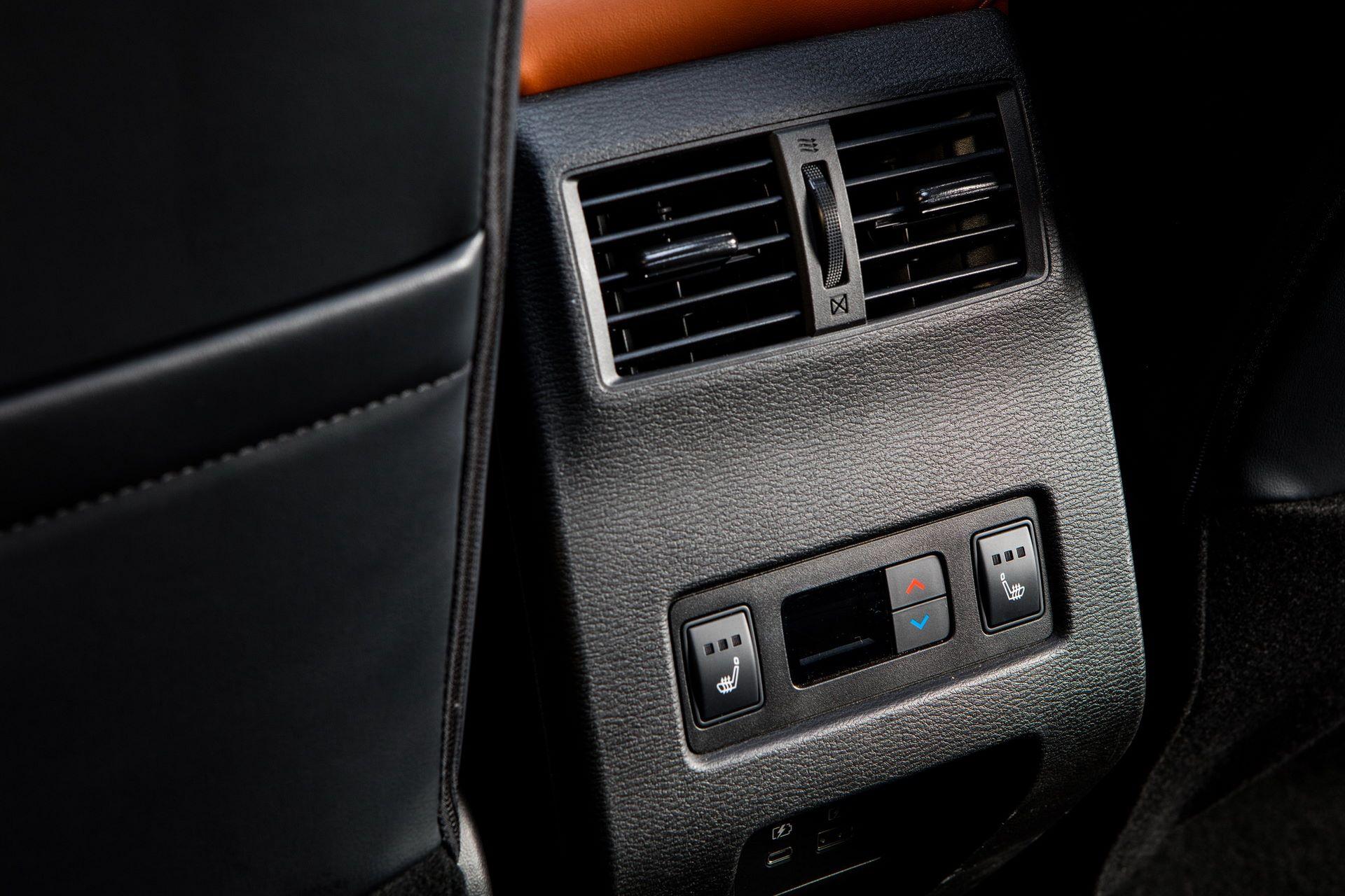 Mitsubishi-Outlander-2021-47
