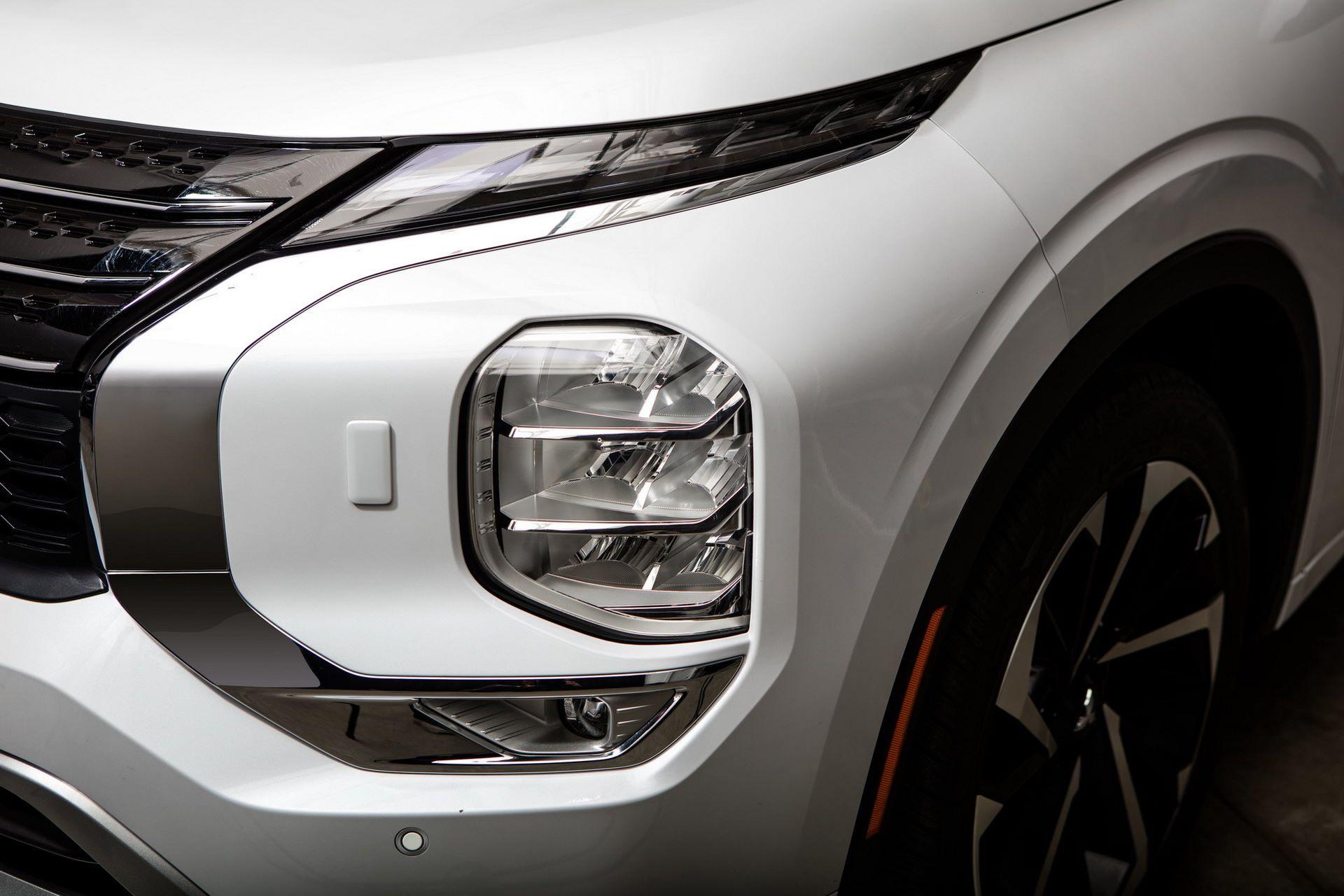 Mitsubishi-Outlander-2021-63