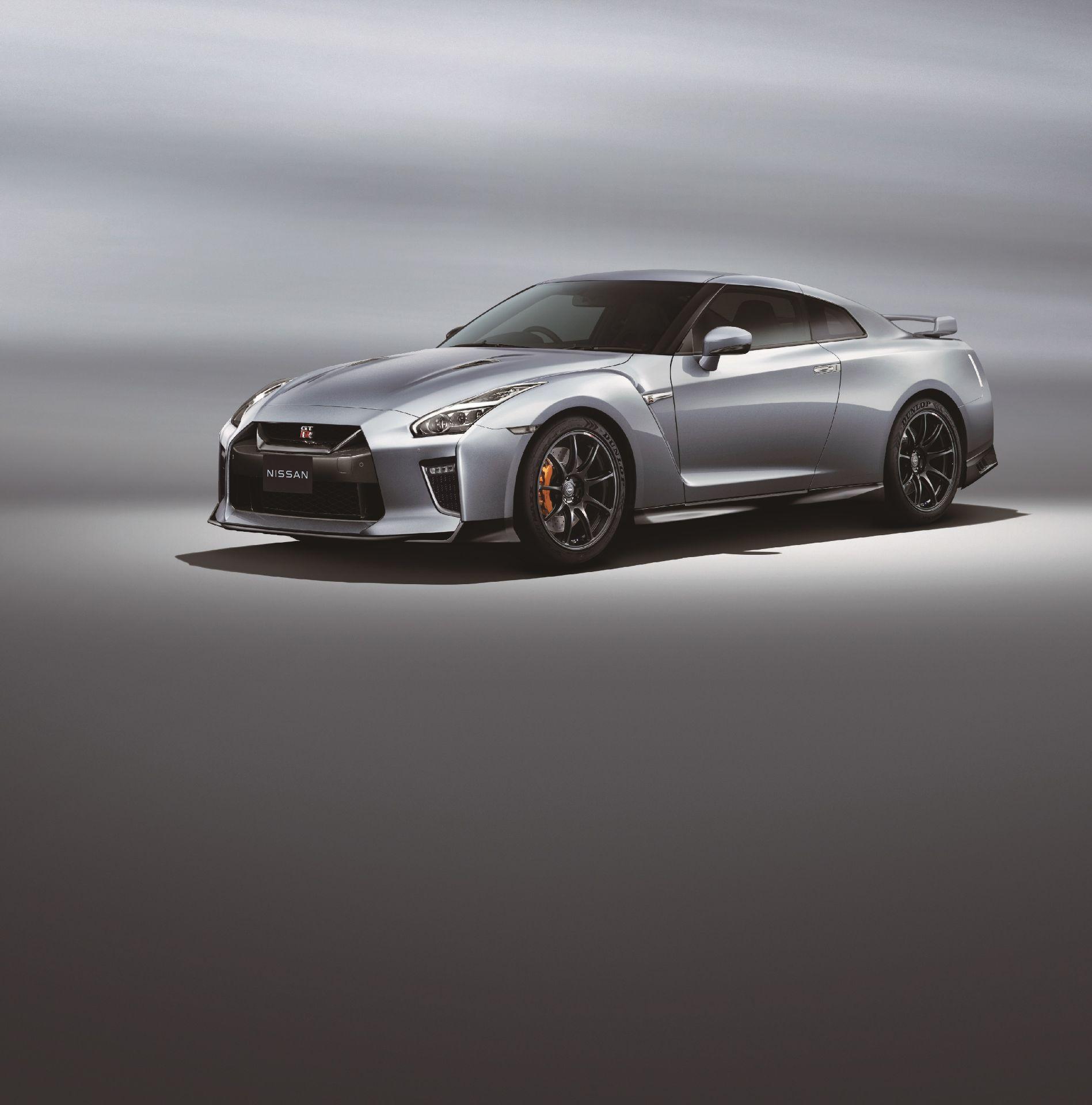 Nissan-GT-R-2021-10