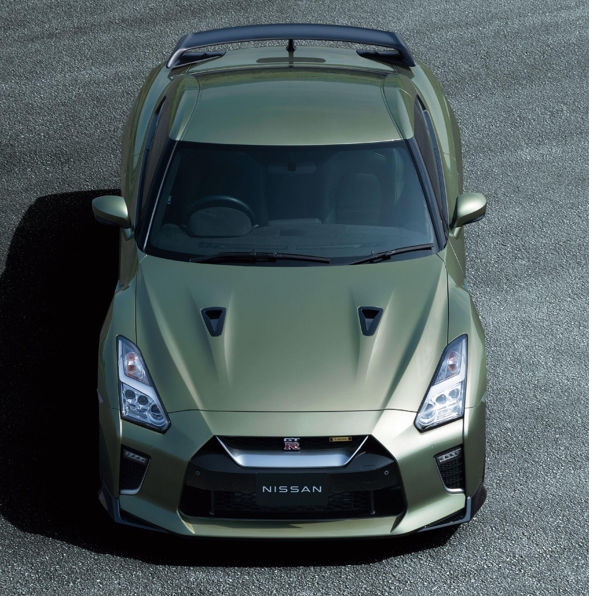 Nissan-GT-R-2021-11
