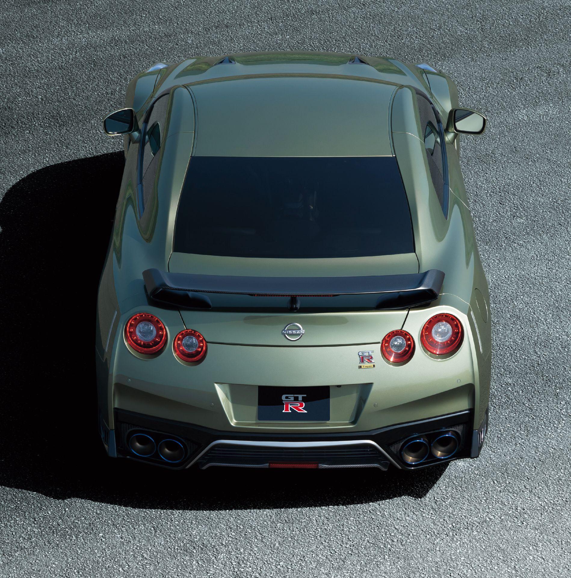 Nissan-GT-R-2021-12