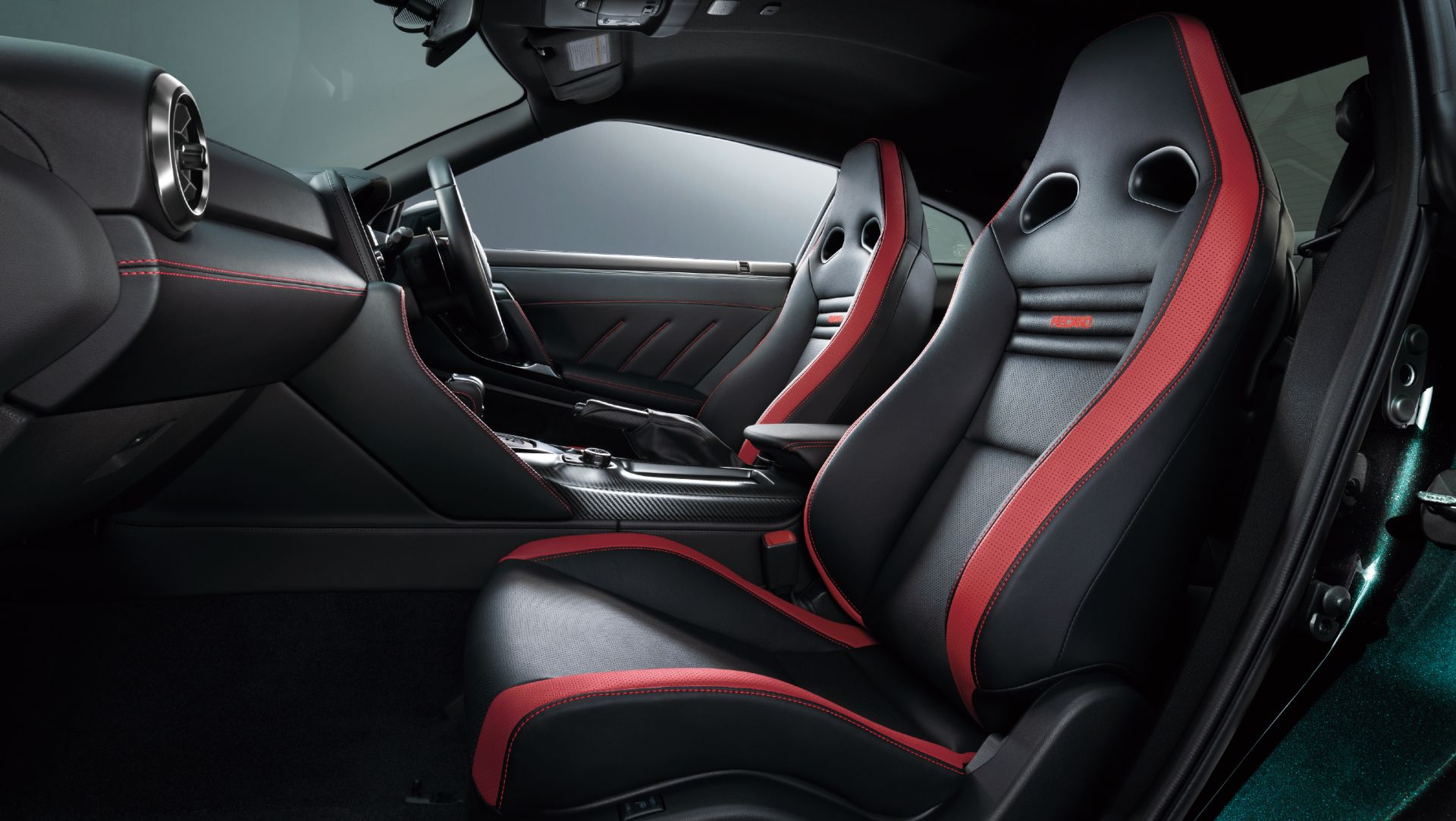 Nissan-GT-R-2021-16